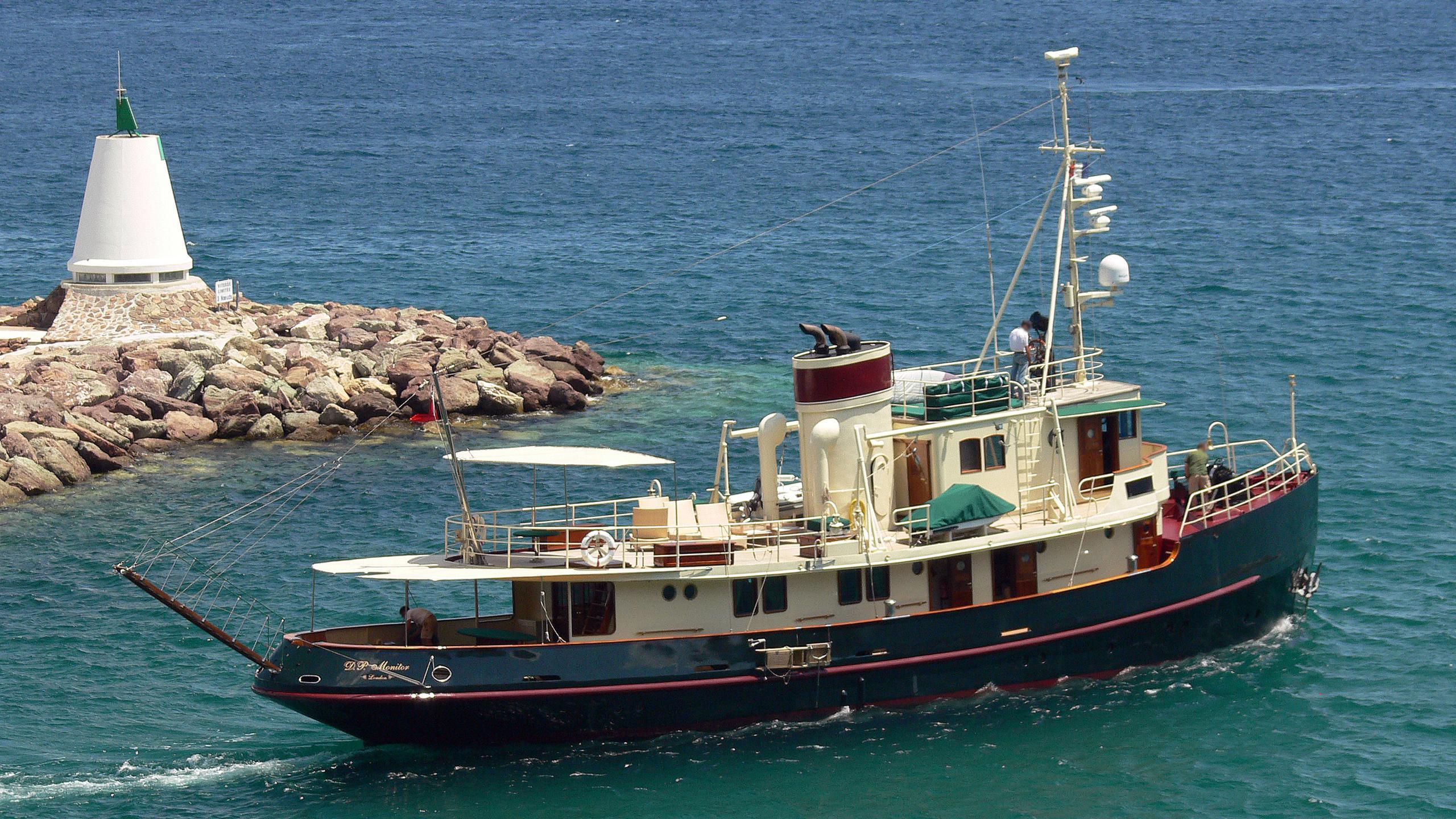 dp-monitor-yacht-exterior