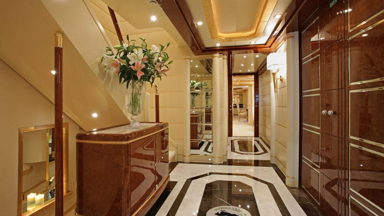 platinum-yacht-hallway