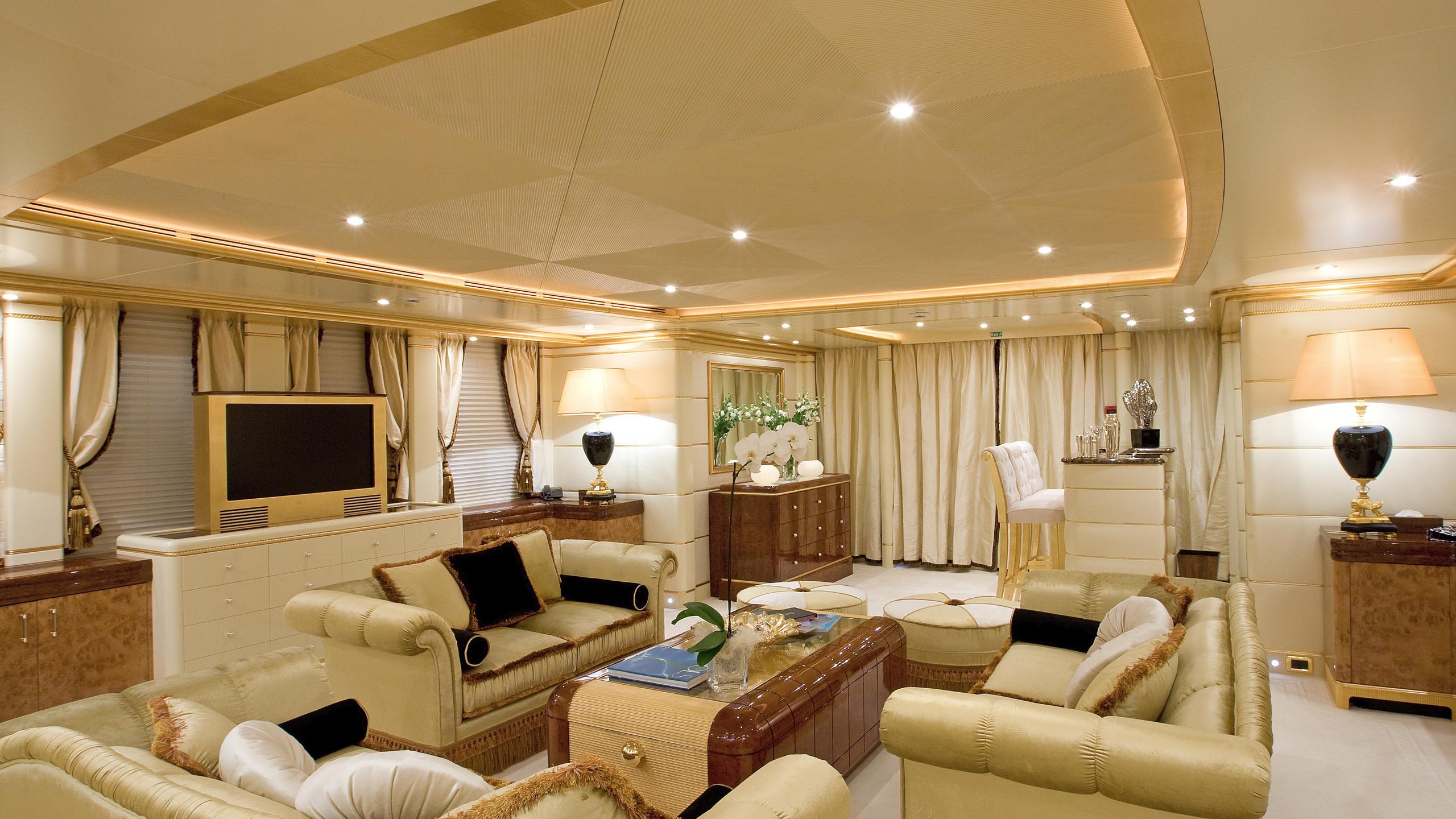 platinum-yacht-saloon