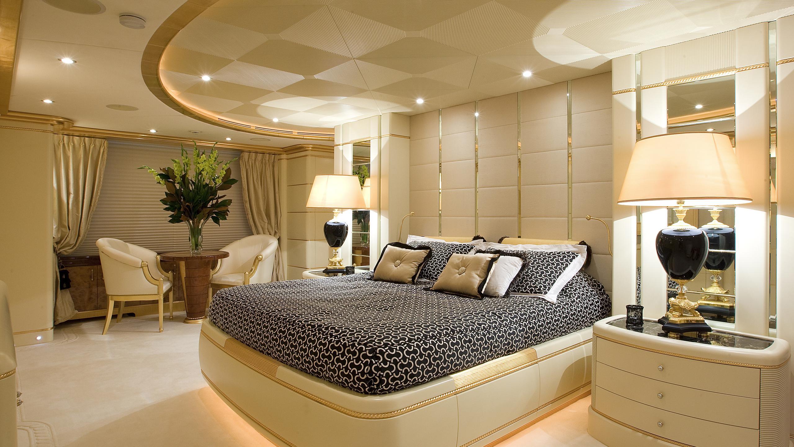 platinum-yacht-master-cabin