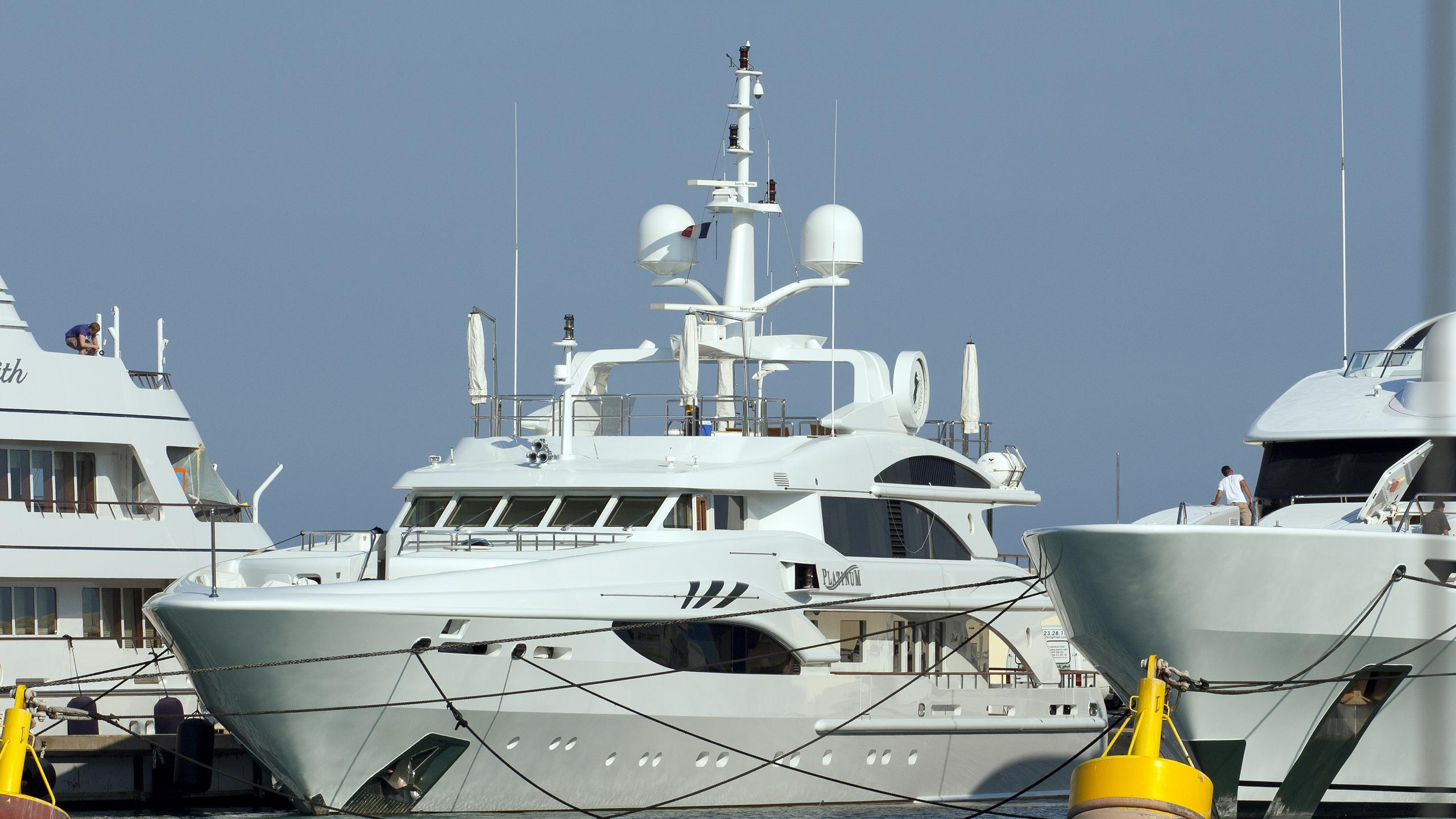 platinium-yacht-exterior