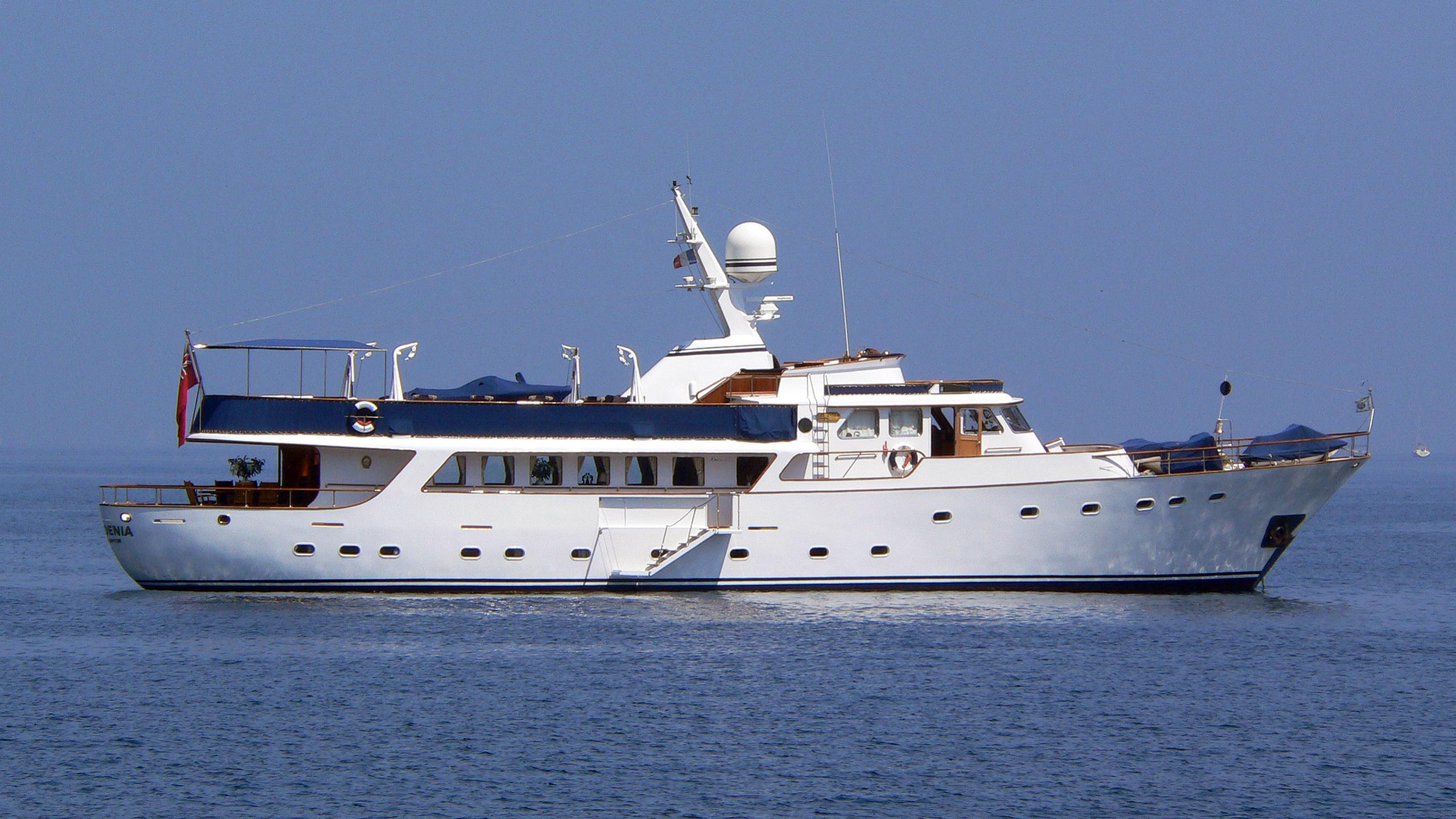 gardenia-yacht-exterior