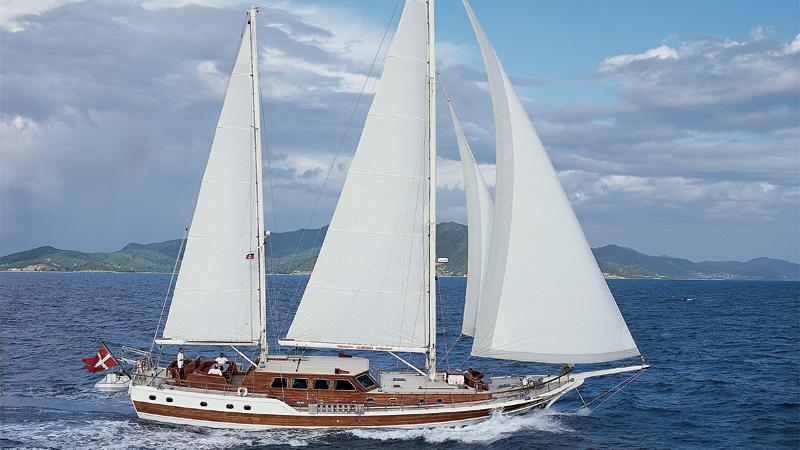 clarissa-yacht-for-charter-profile