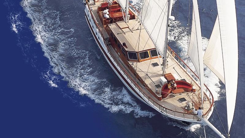 clarissa-yacht-at-sea