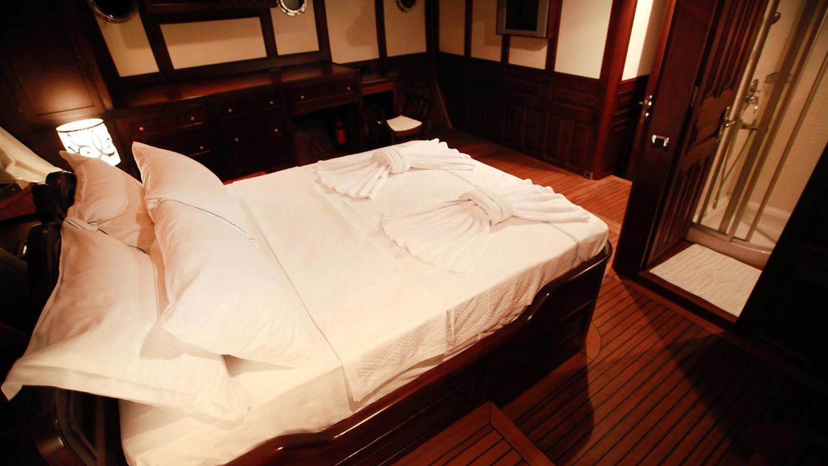 clarissa-yacht-double-cabin