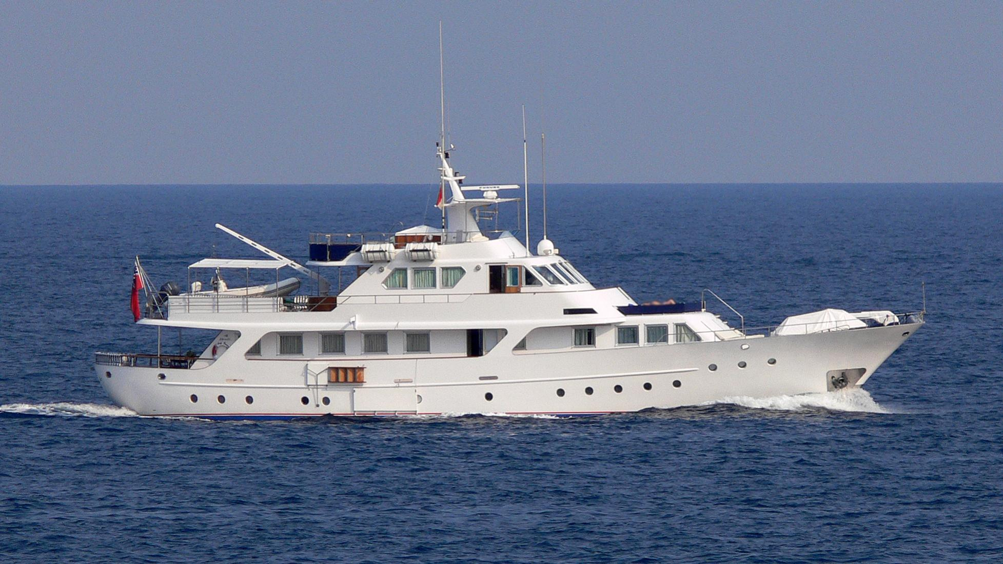 lady-candida-yacht-exterior