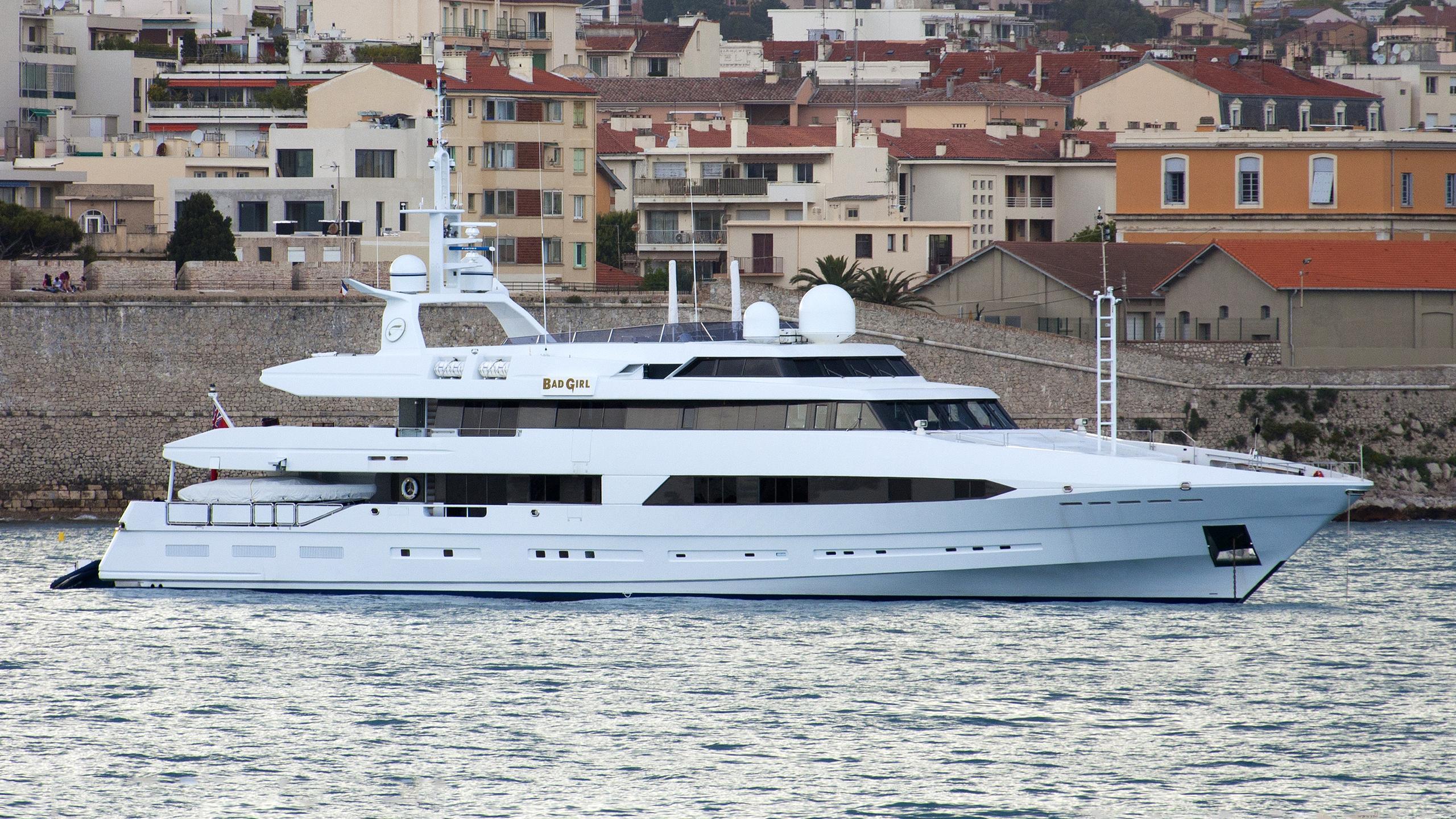 bad-girl-yacht-exterior