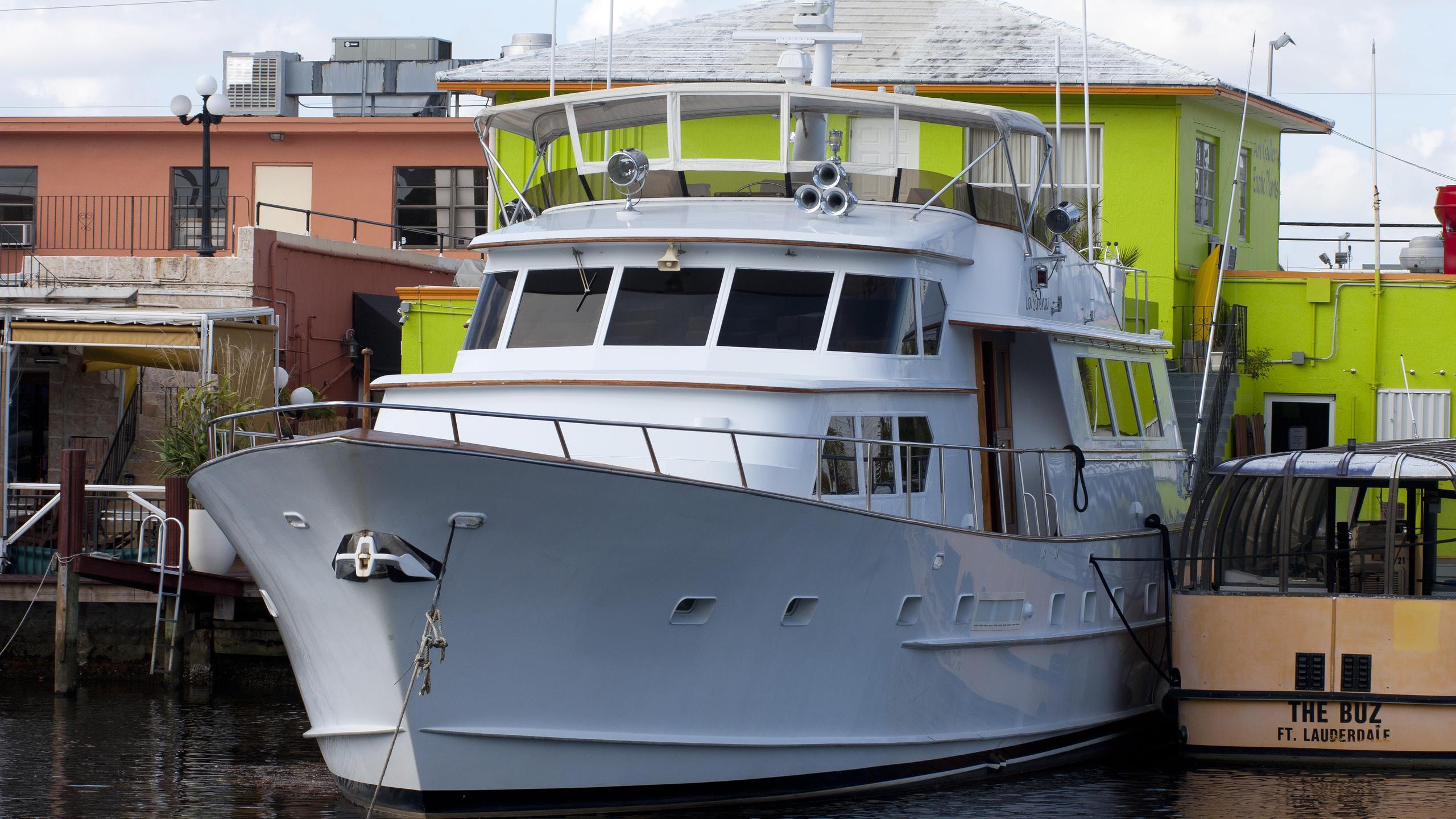 kestrel-yacht-exterior
