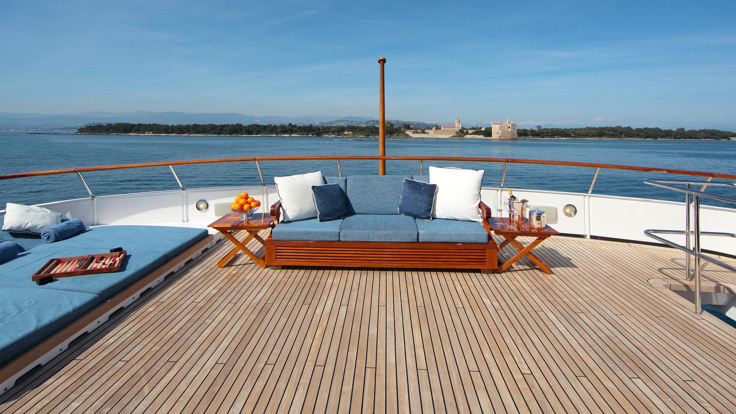 kirkland-yacht-sun-lounger