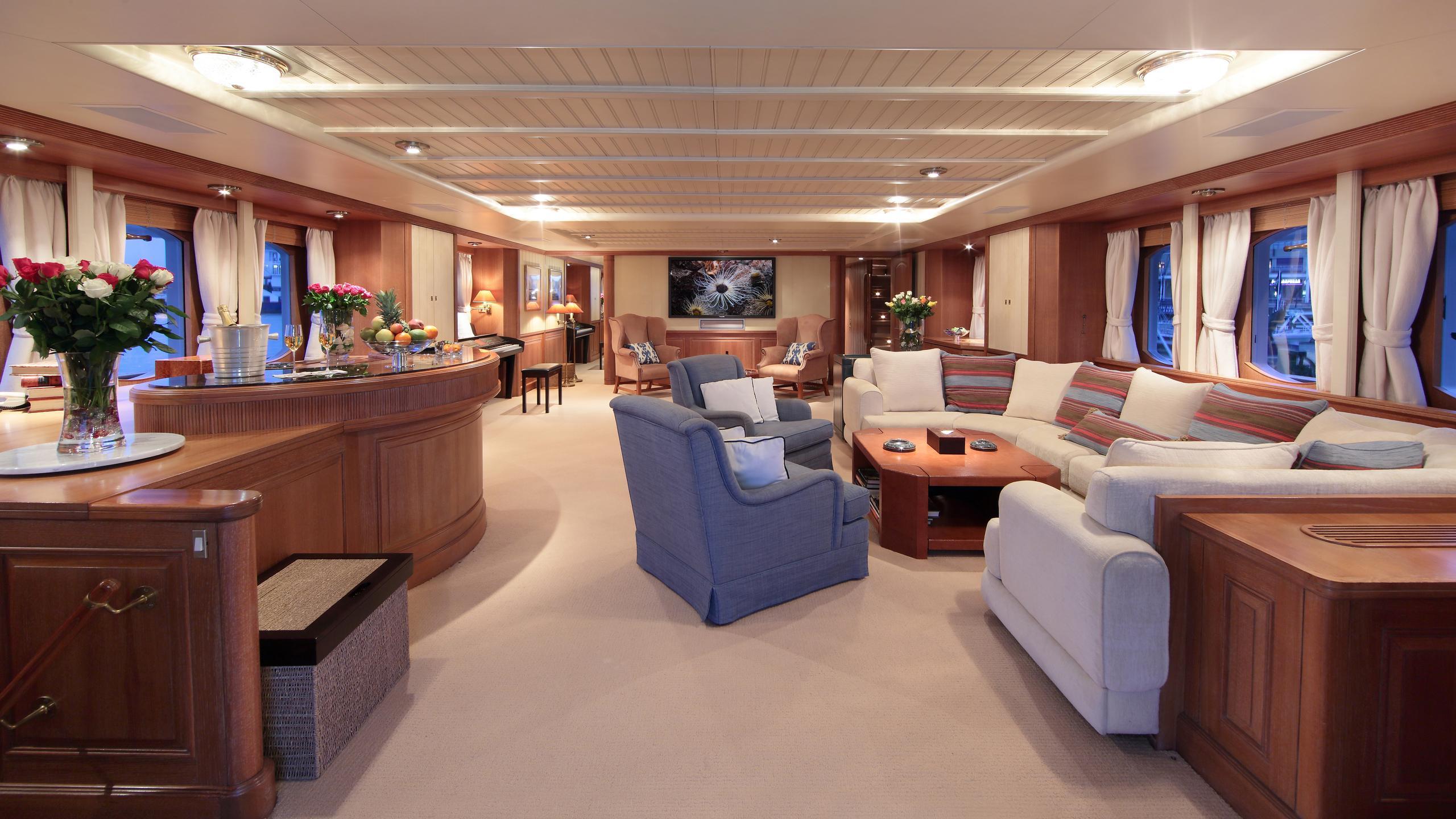 kirkland-yacht-saloon