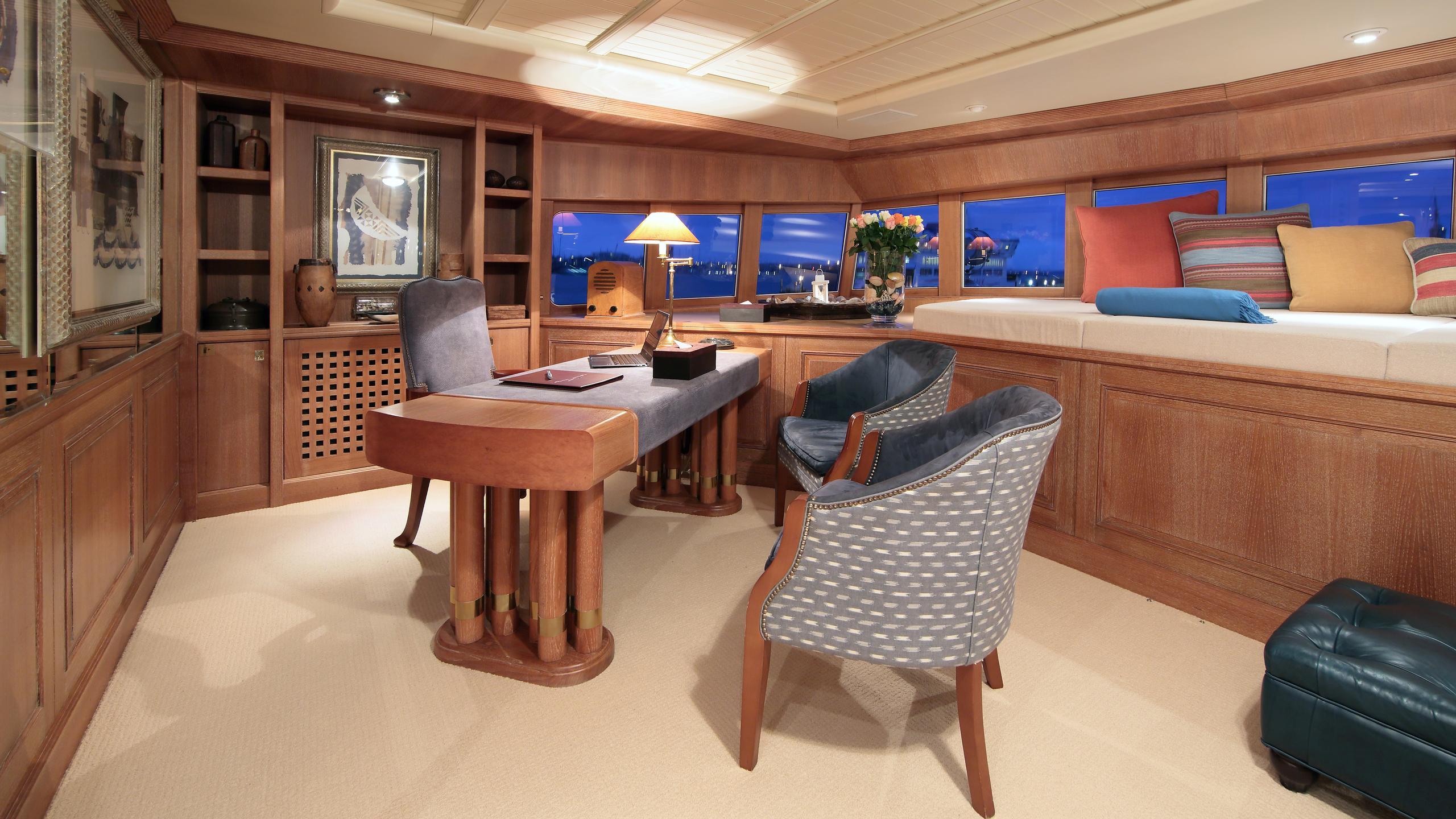 kirkland-yacht-office