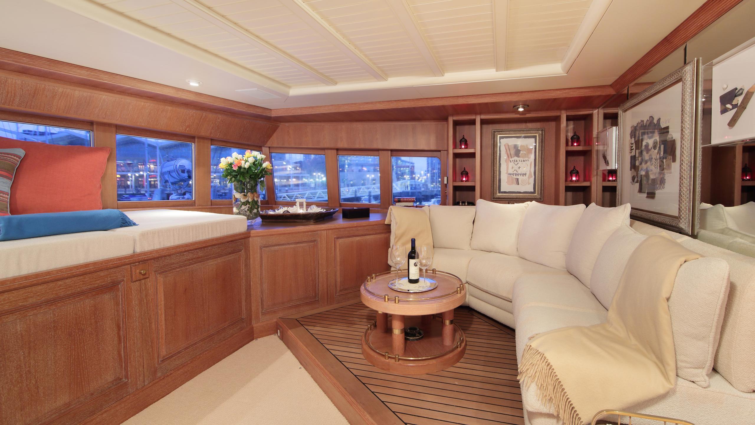 kirkland-yacht-lounge