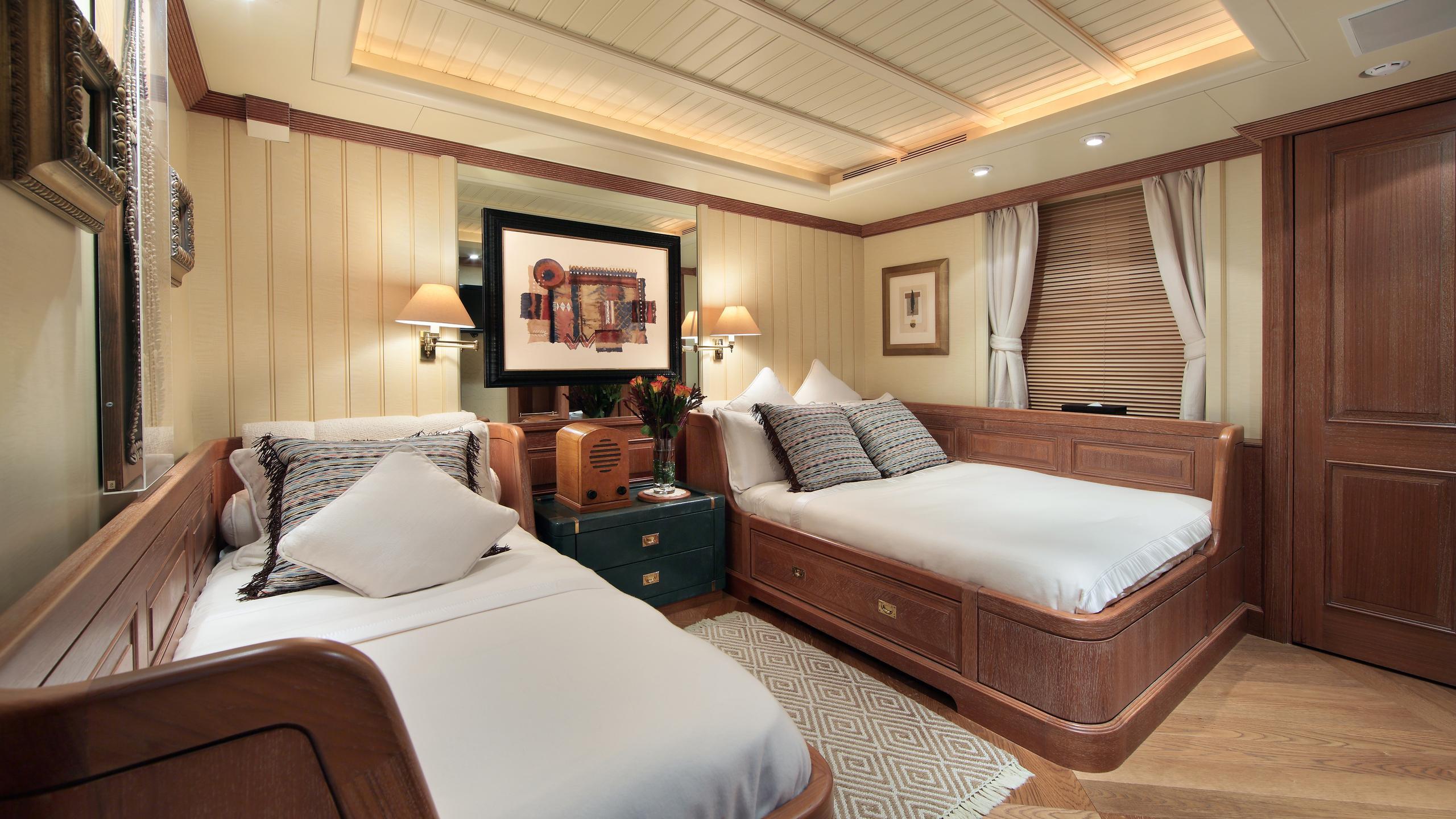 kirkland-yacht-twin-cabin