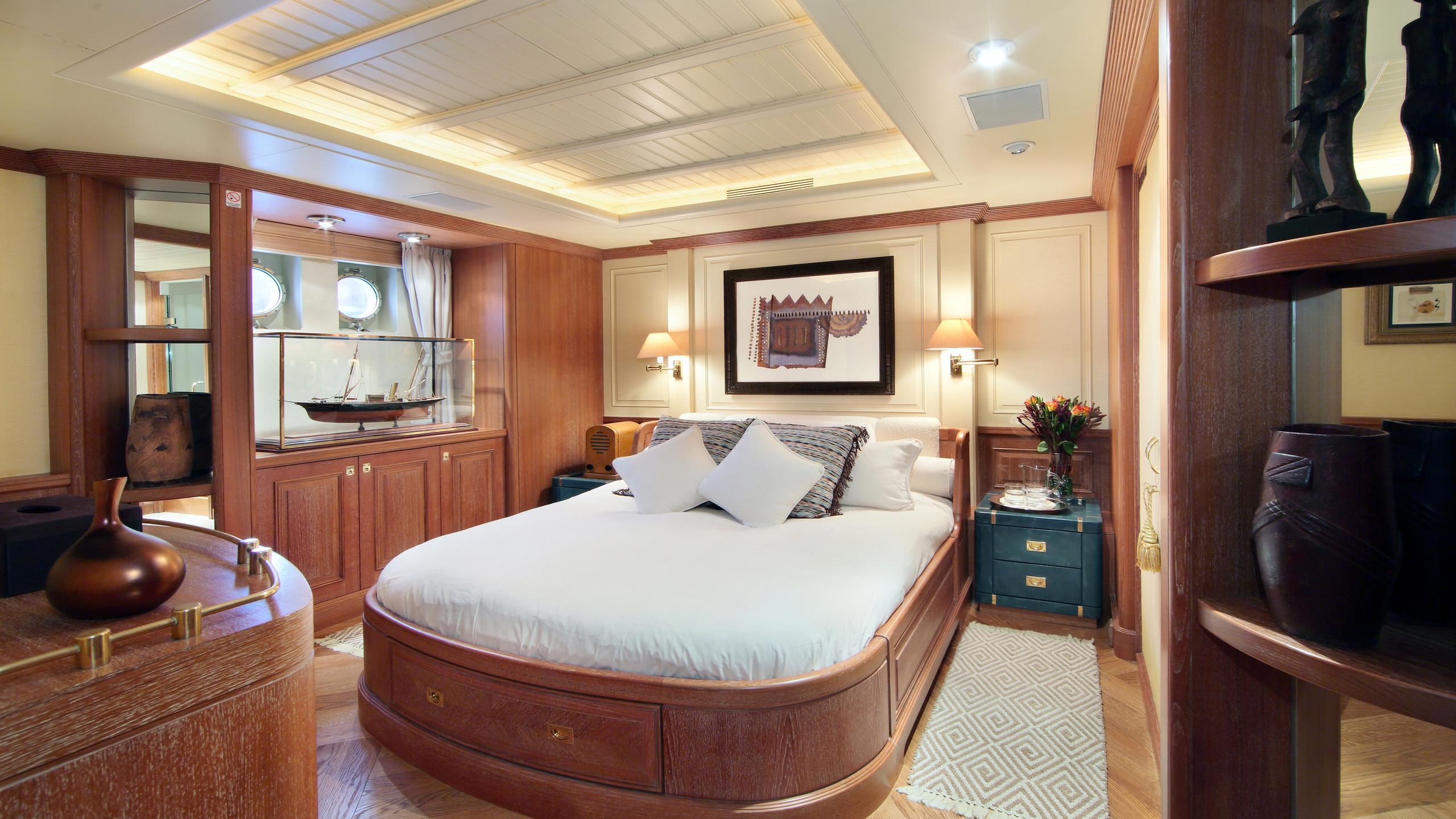 kirkland-yacht-double-cabin