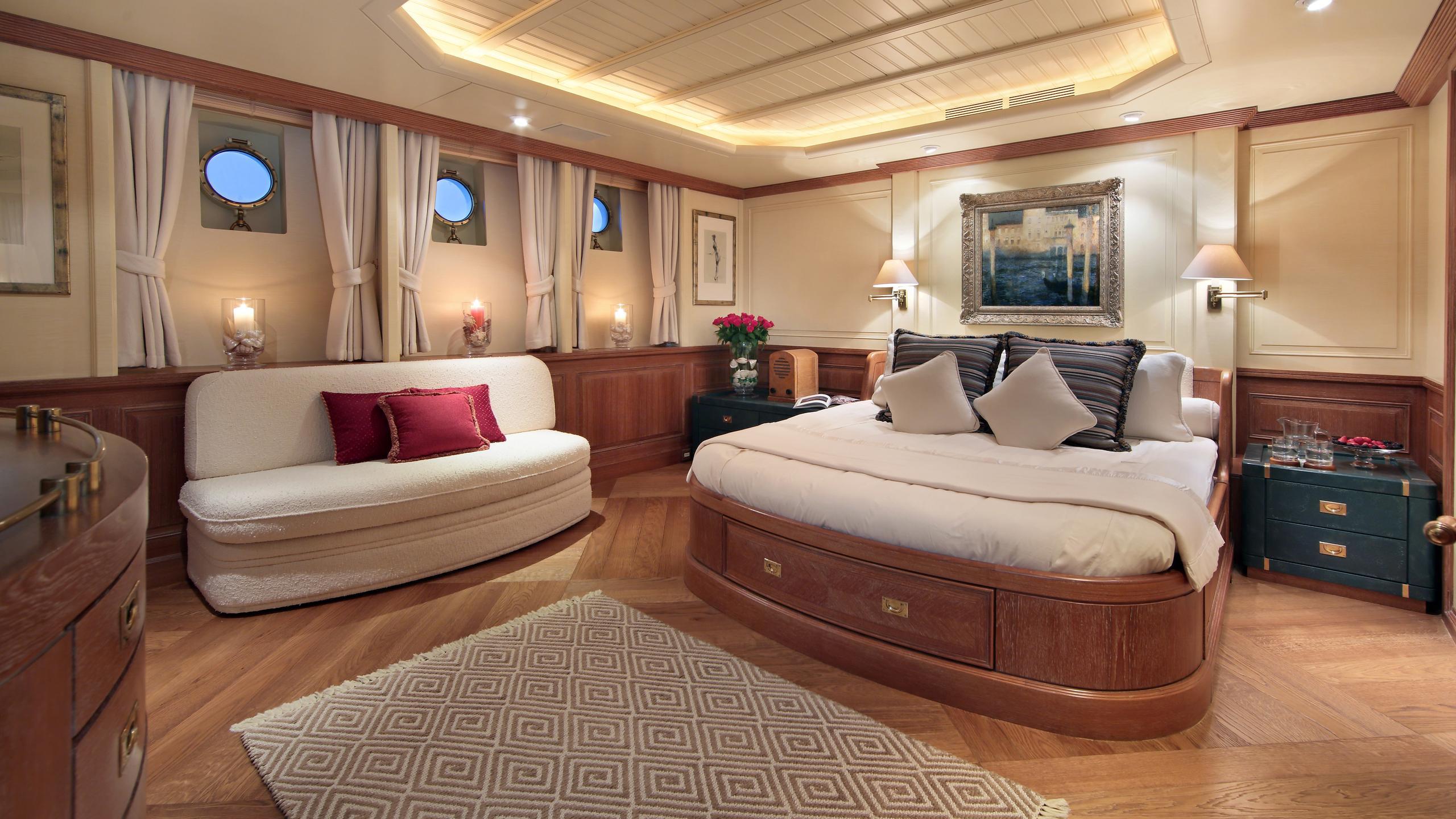 kirkland-yacht-master-cabin