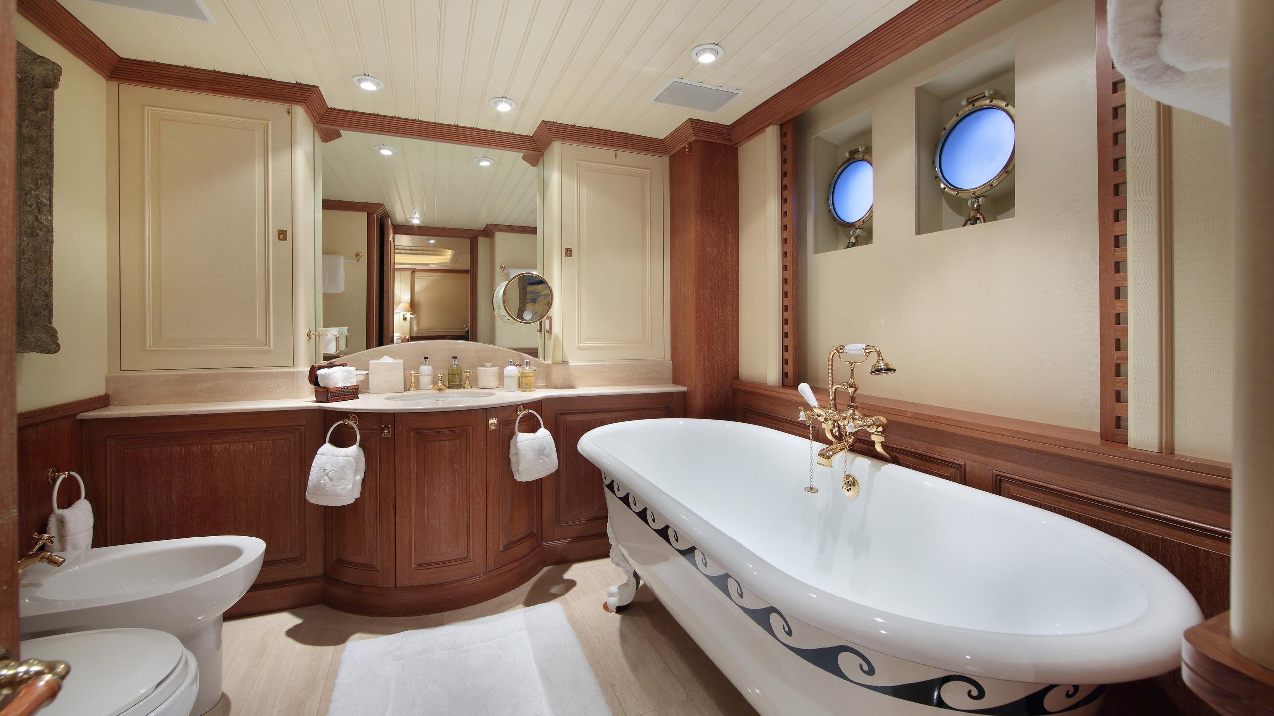 kirkland-yacht-master-bathroom