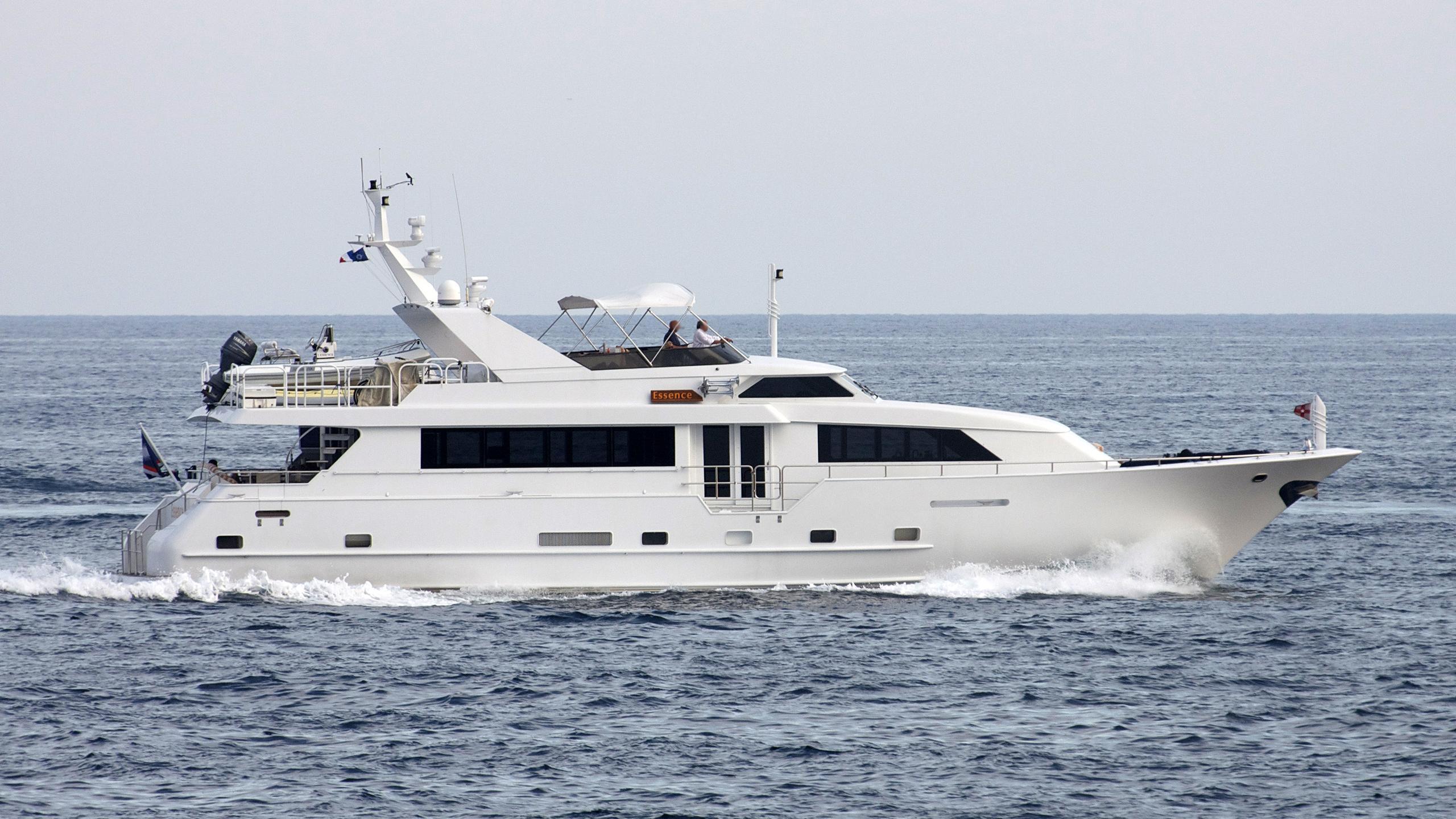 essence-yacht-exterior
