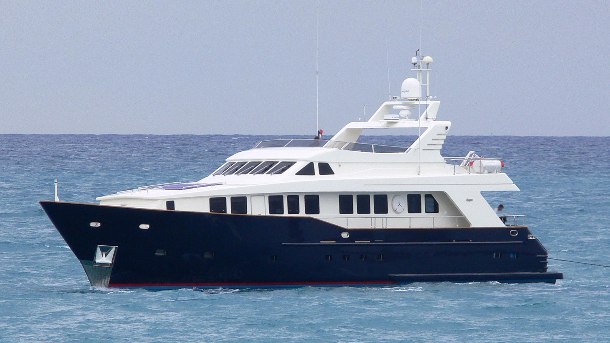 koala-yacht-exterior