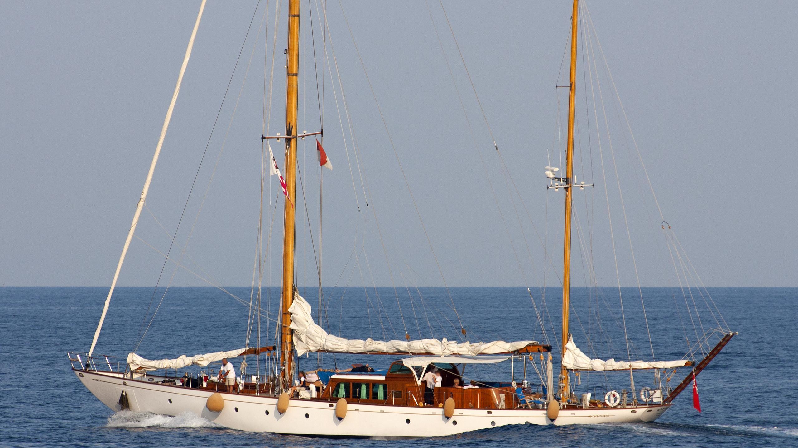 wayfarer-yacht-exterior