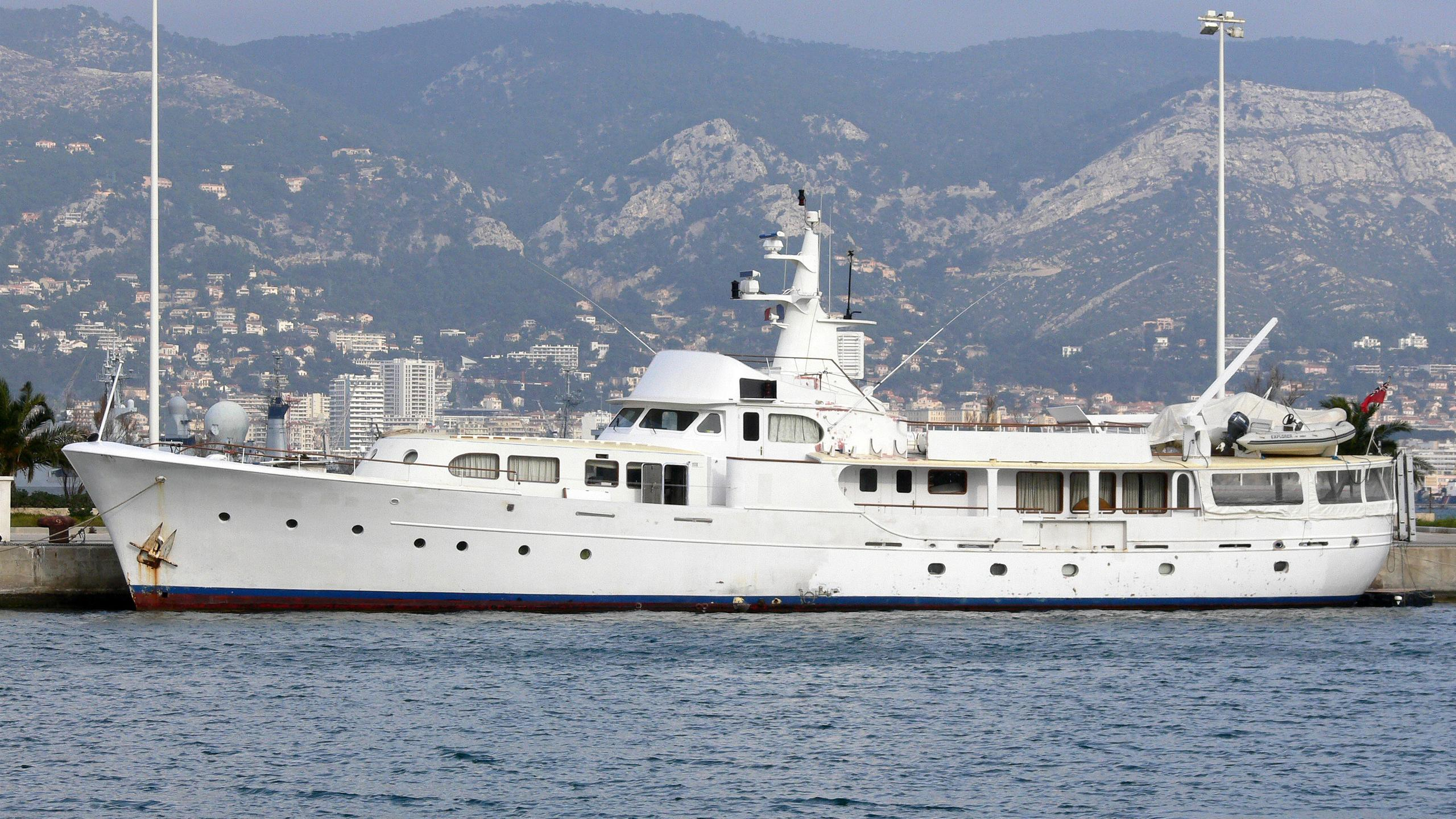 lady-jersey-yacht-exterior
