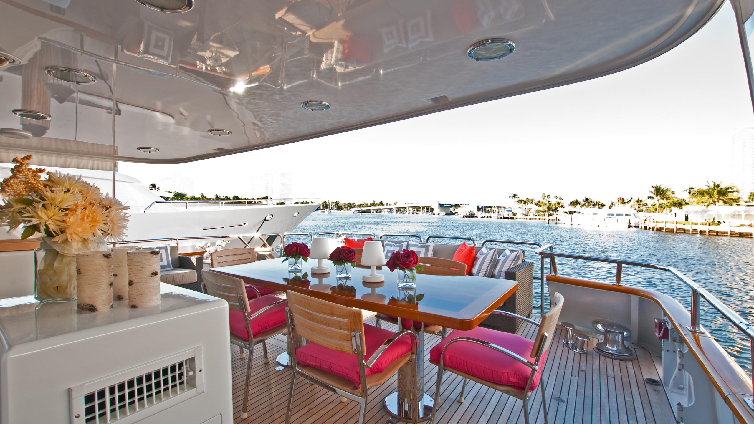 sea-bound-yacht-aft-deck
