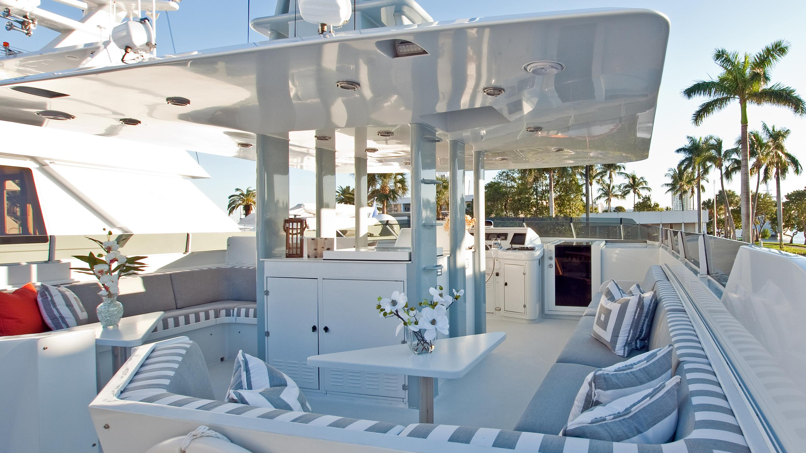 sea-bound-yacht-fly-deck
