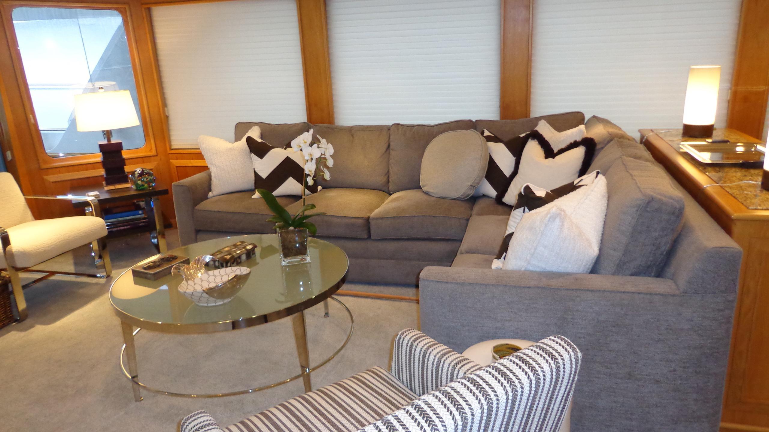 sea-bound-yacht-saloon