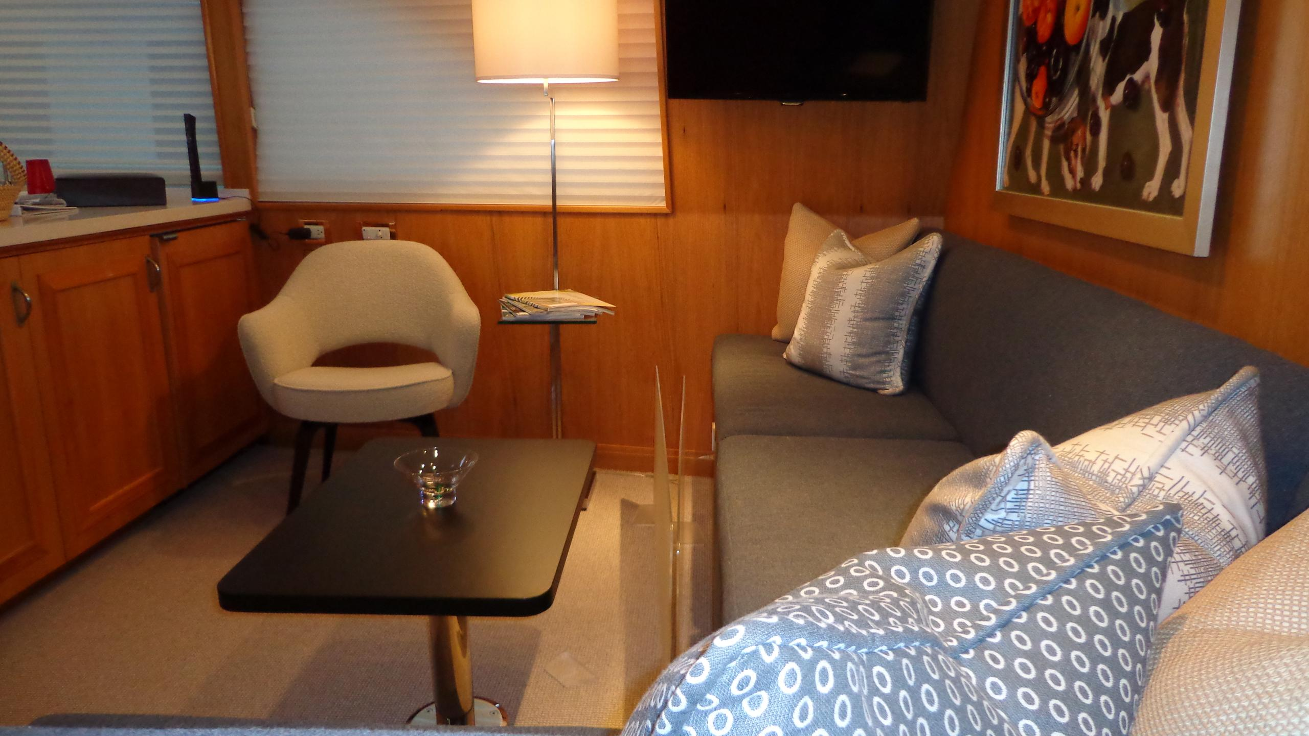 sea-bound-yacht-lounge