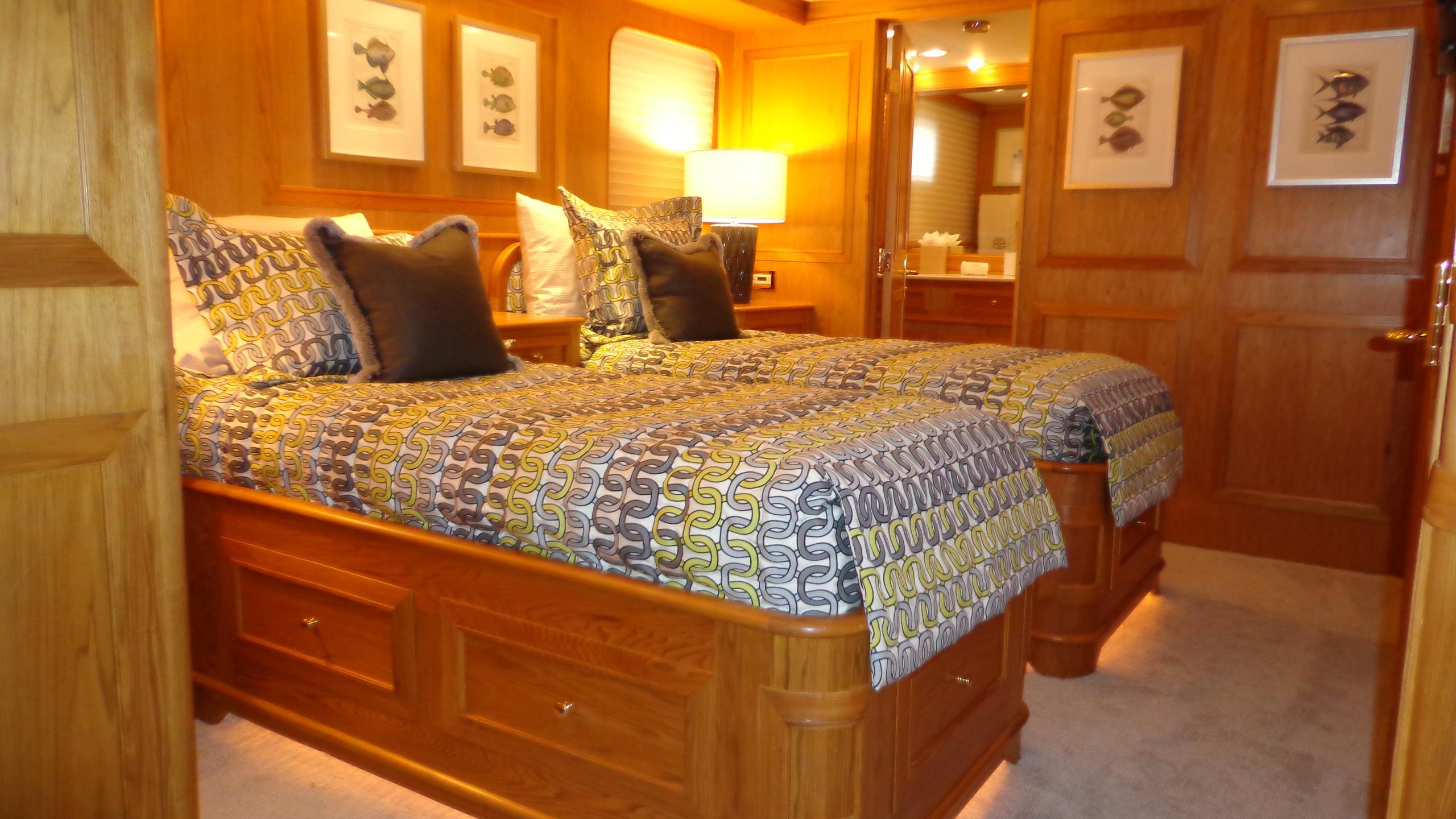 sea-bound-yacht-twin-cabin