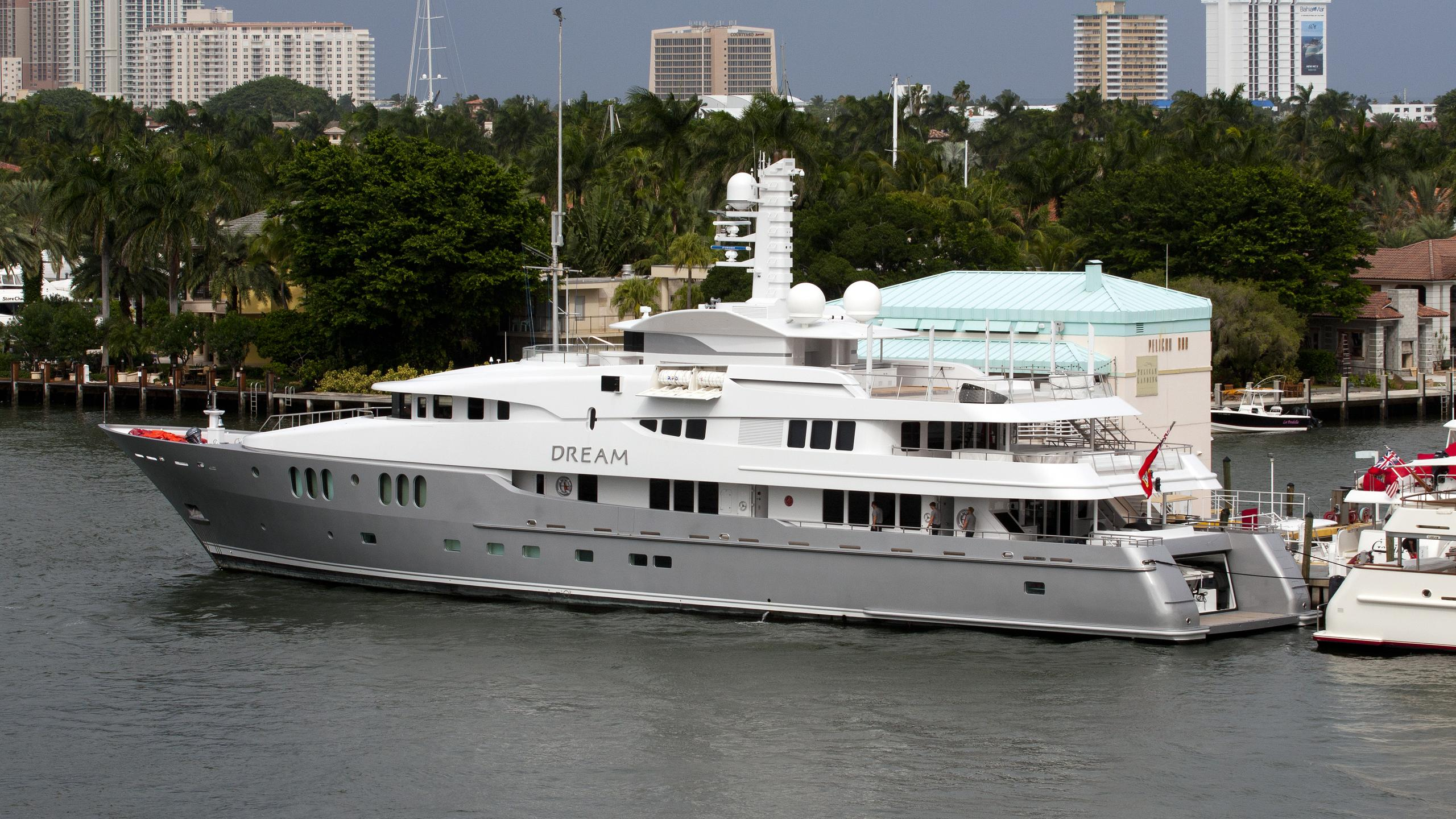 dream-yacht-exterior