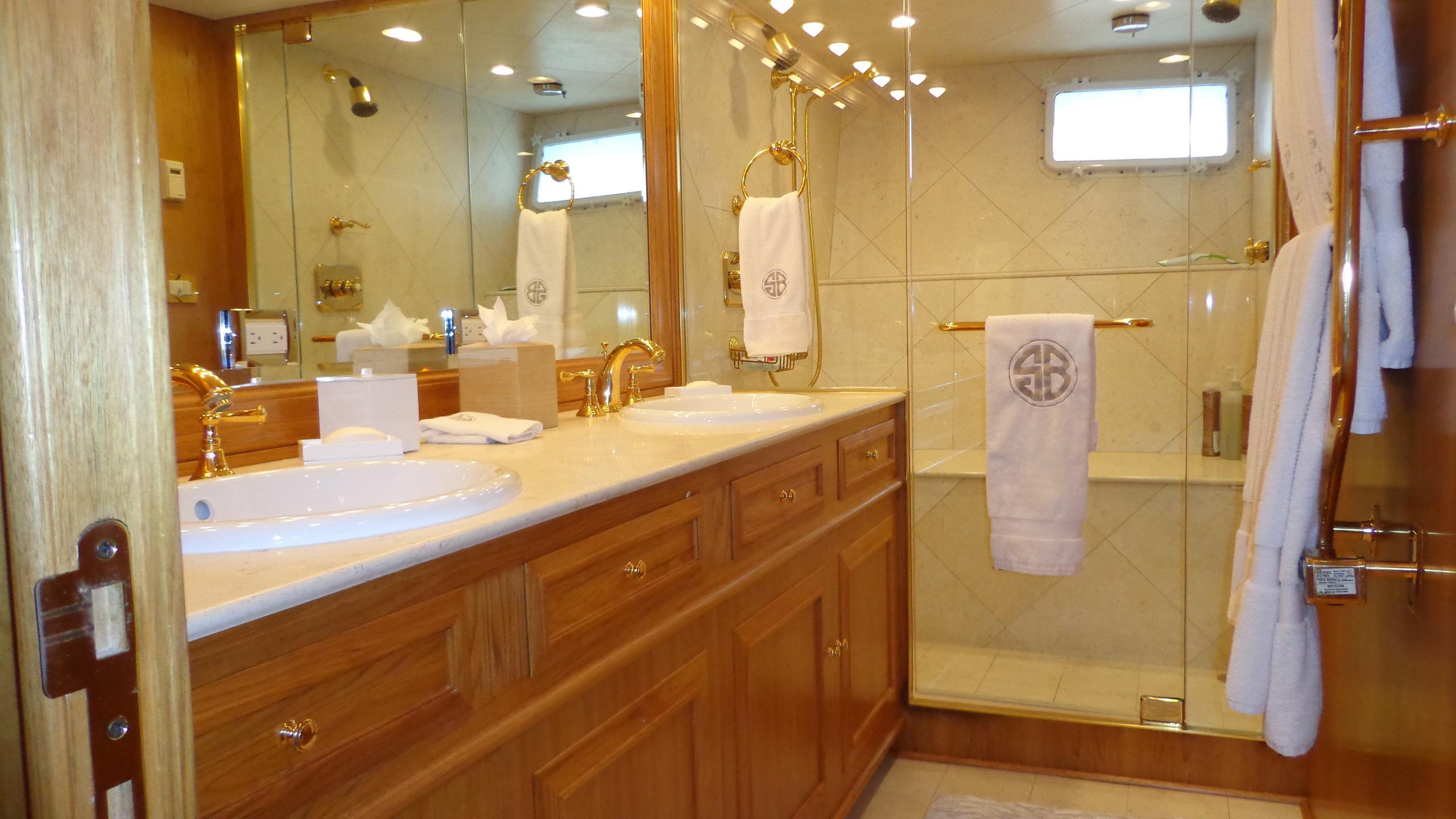 sea-bound-yacht-bathroom