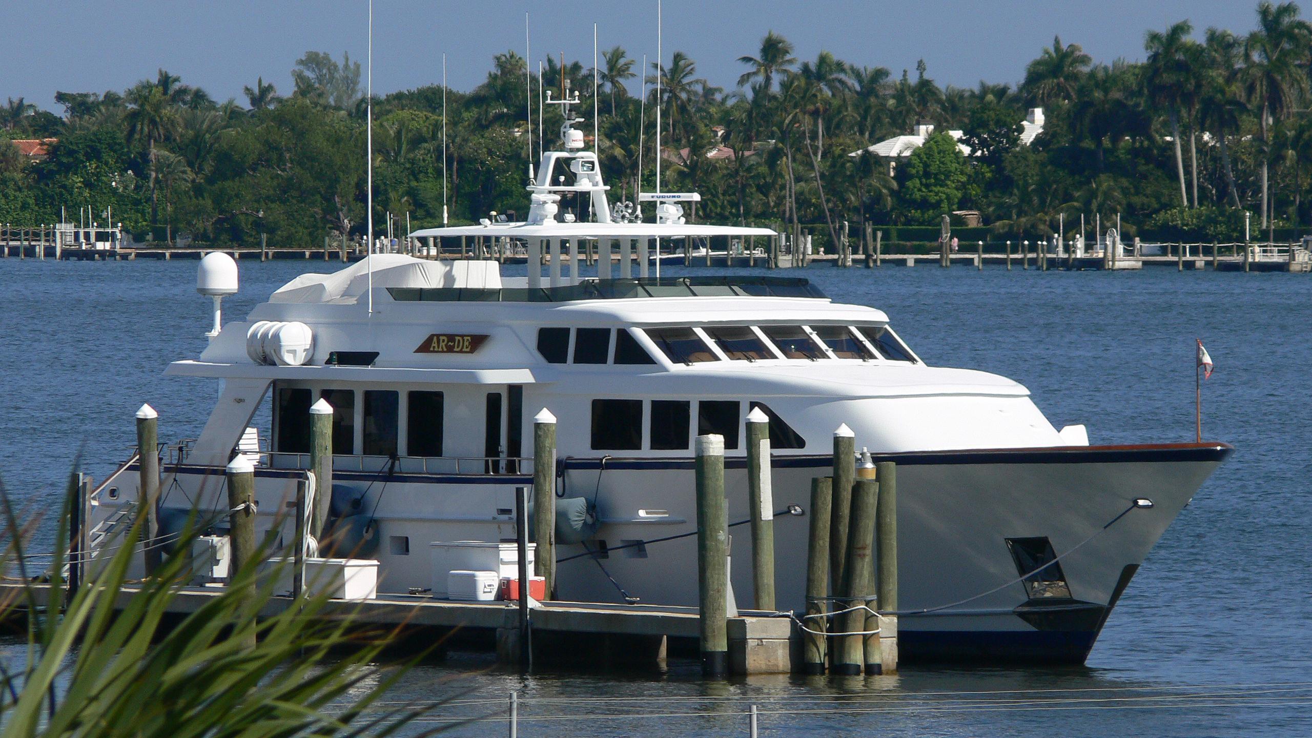 sea-bound-yacht-exterior