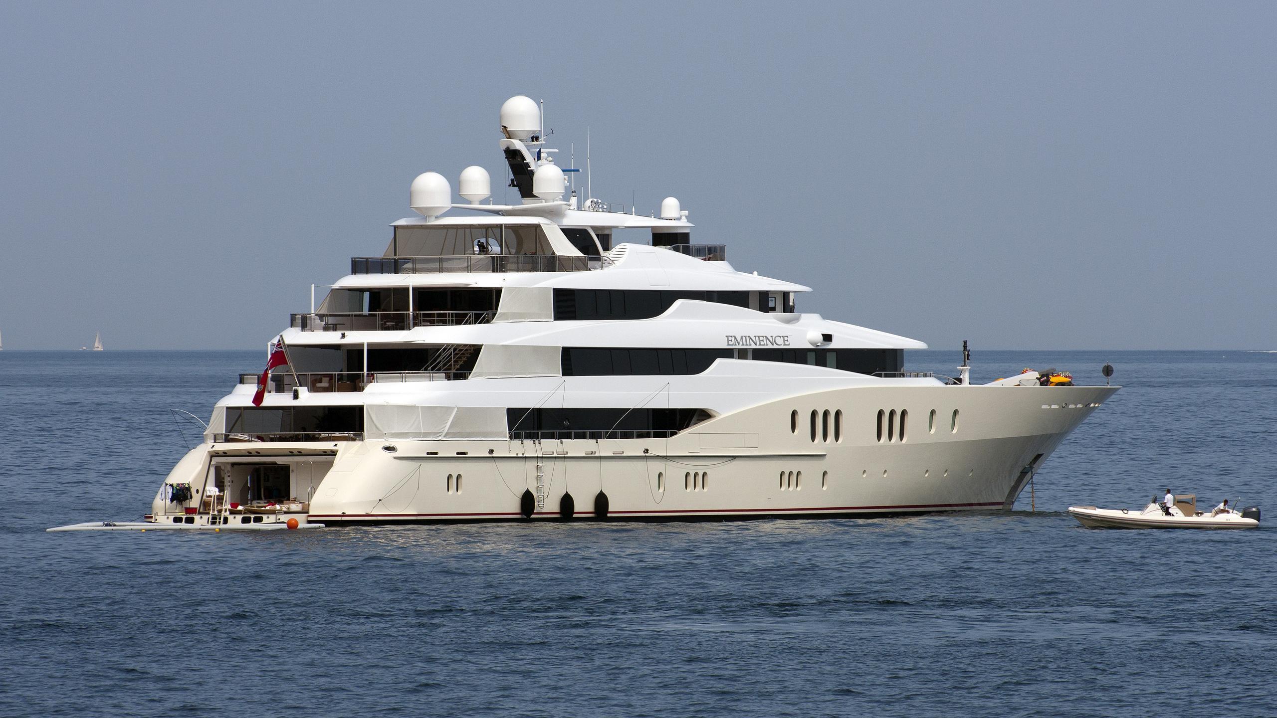 eminence-yacht-exterior