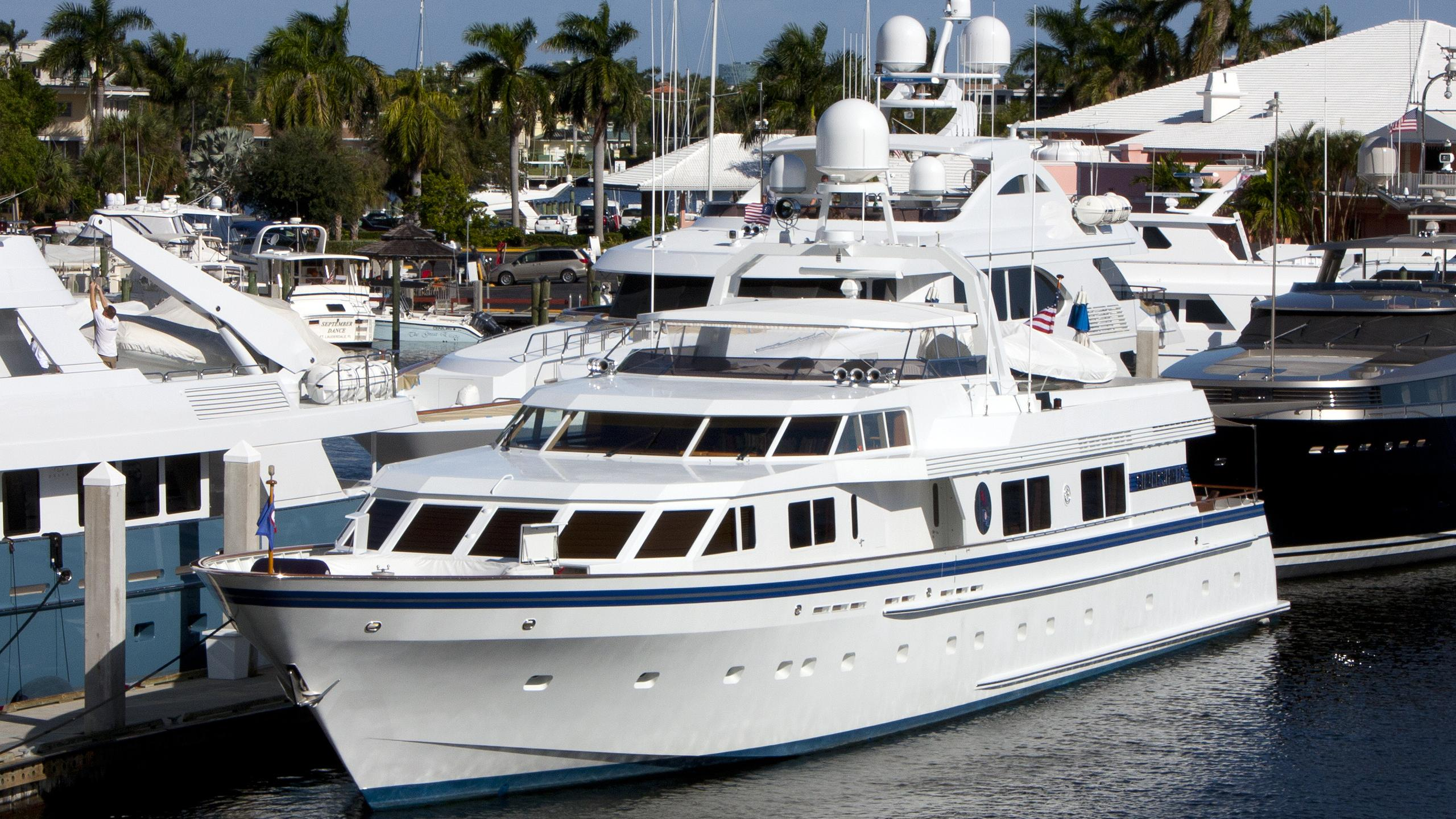 lady-laura-yacht-exterior