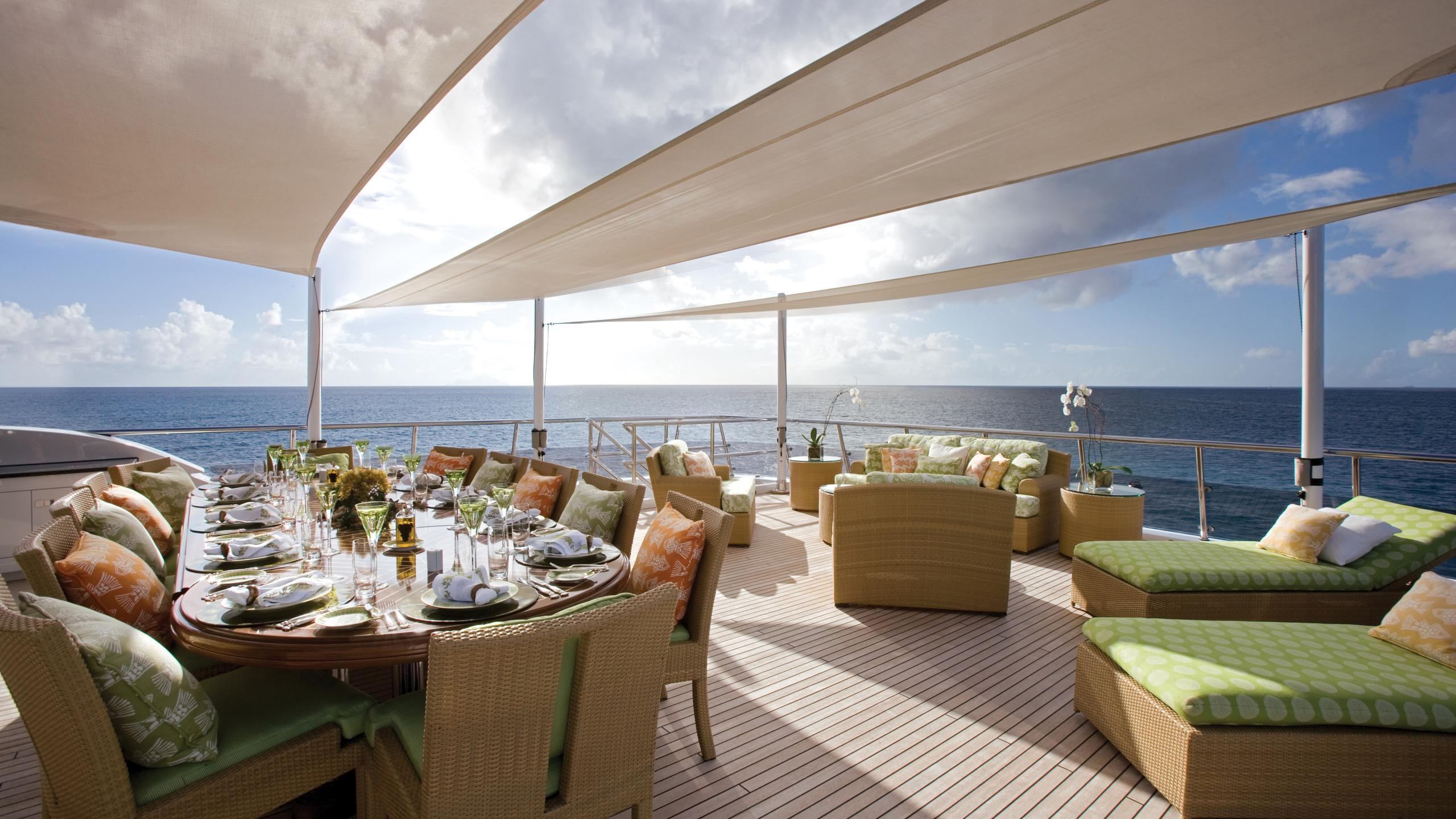 lady-sheridan-yacht-exterior-dining