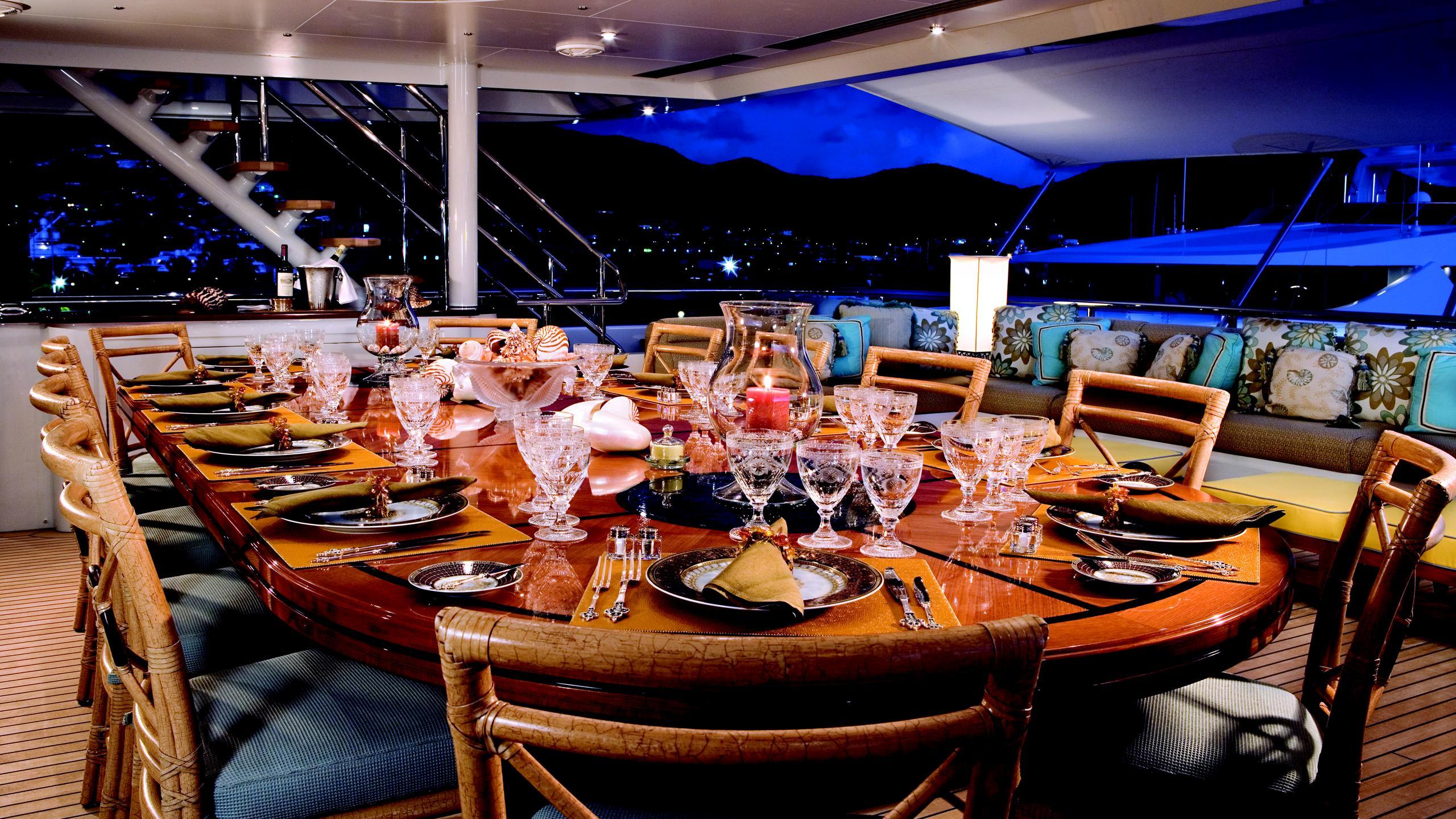 lady-sheridan-yacht-aft-dining