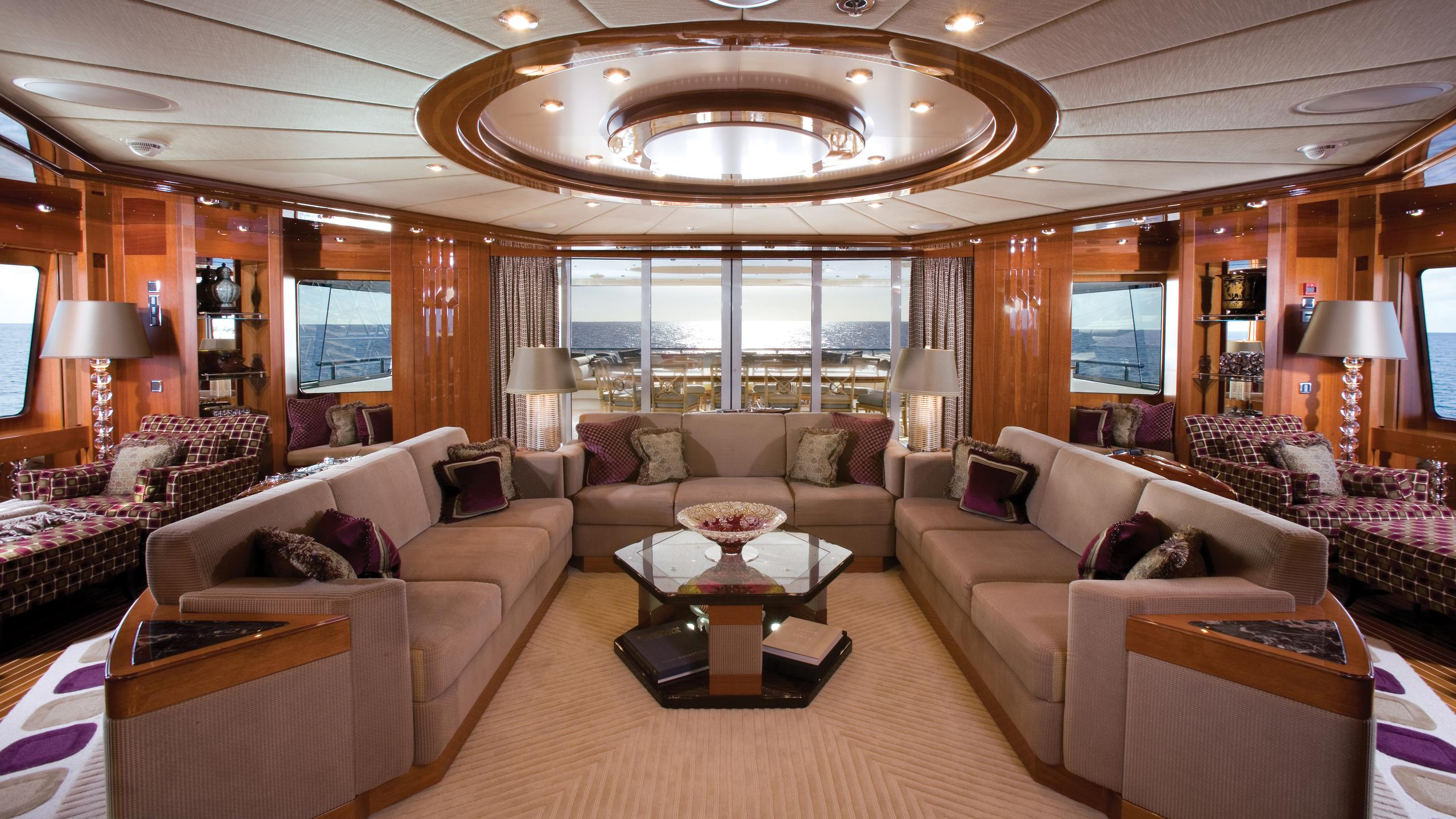 lady-sheridan-yacht-saloon