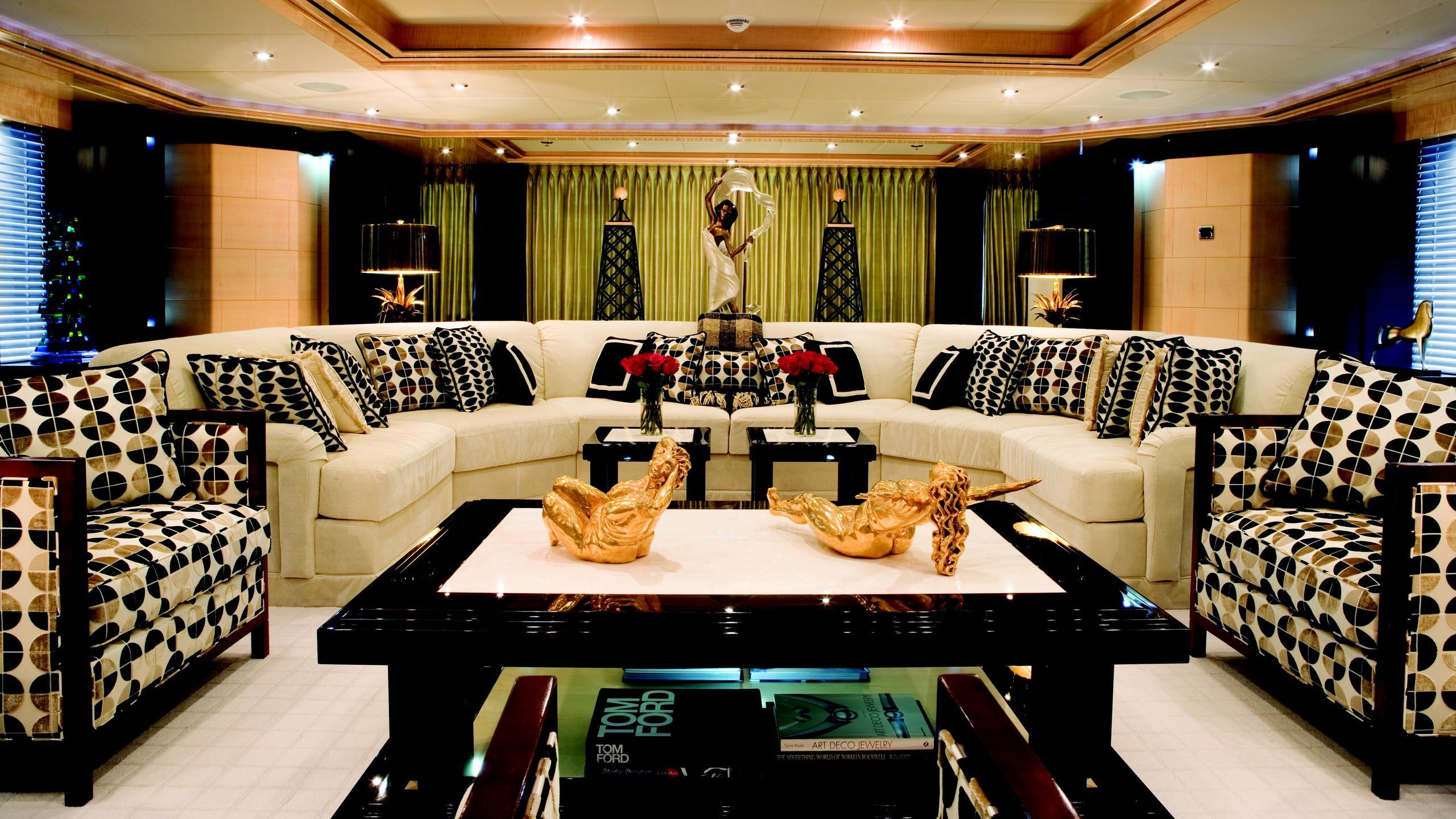 lady-sheridan-yacht-lounge