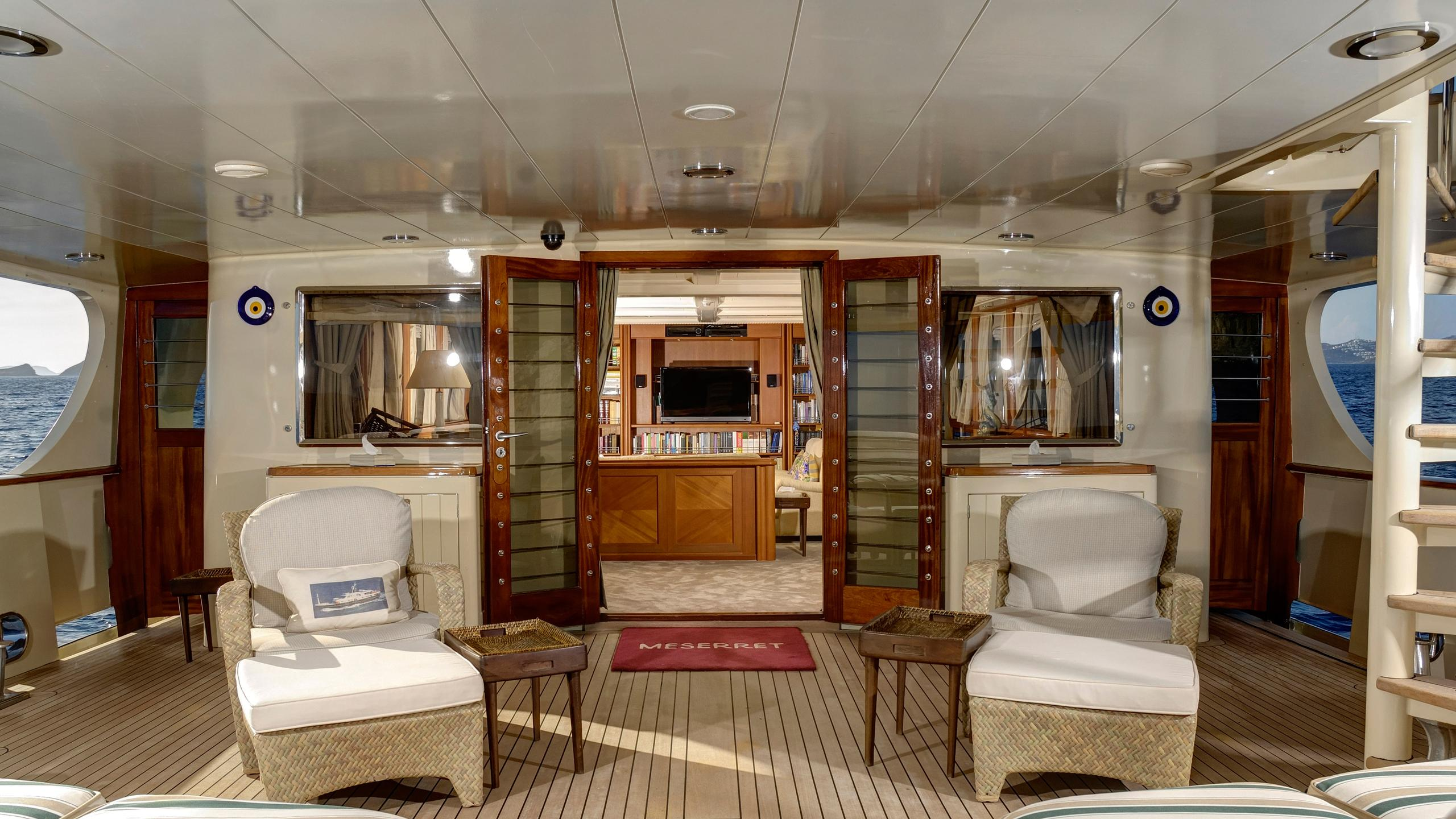 meserret-yacht-aft-seating