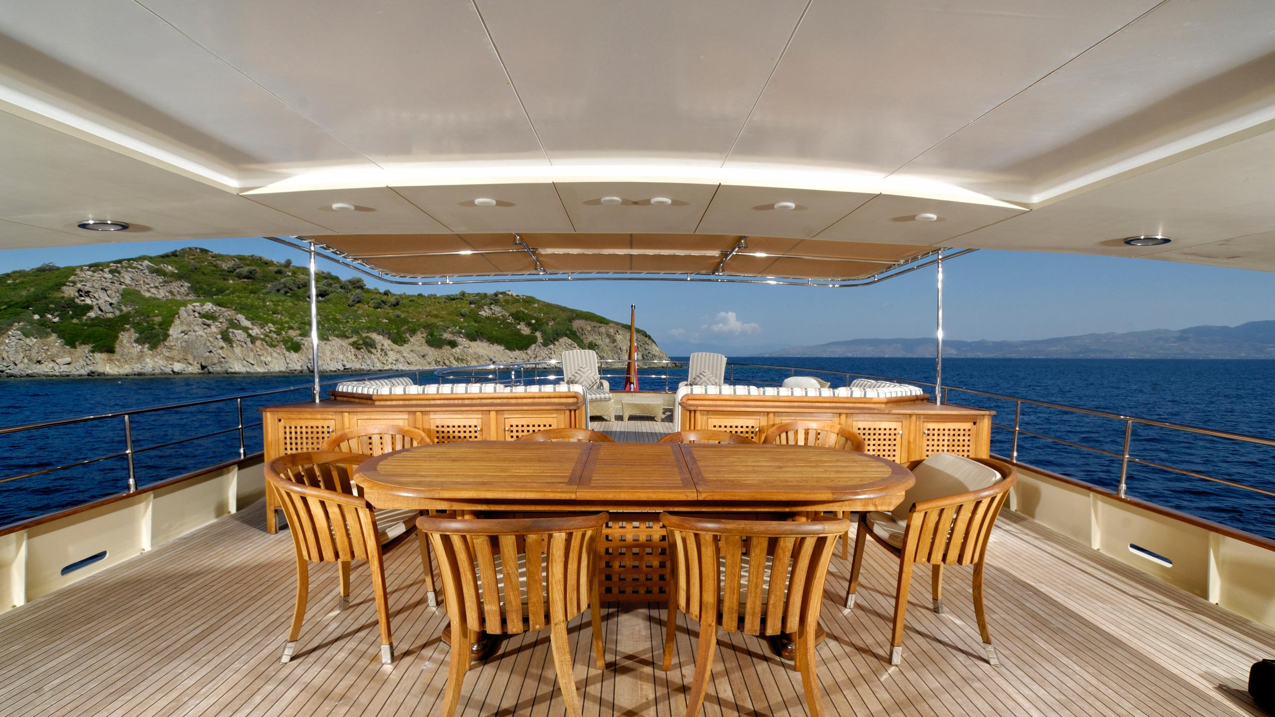 meserret-yacht-aft-dining