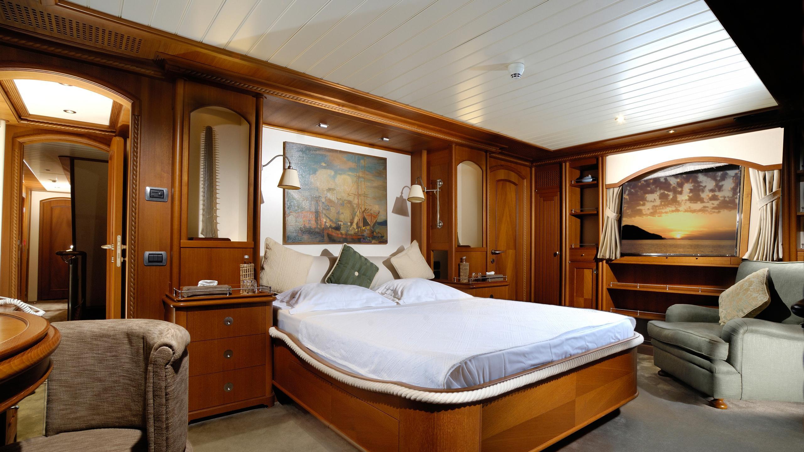 meserret-yacht-master-cabin