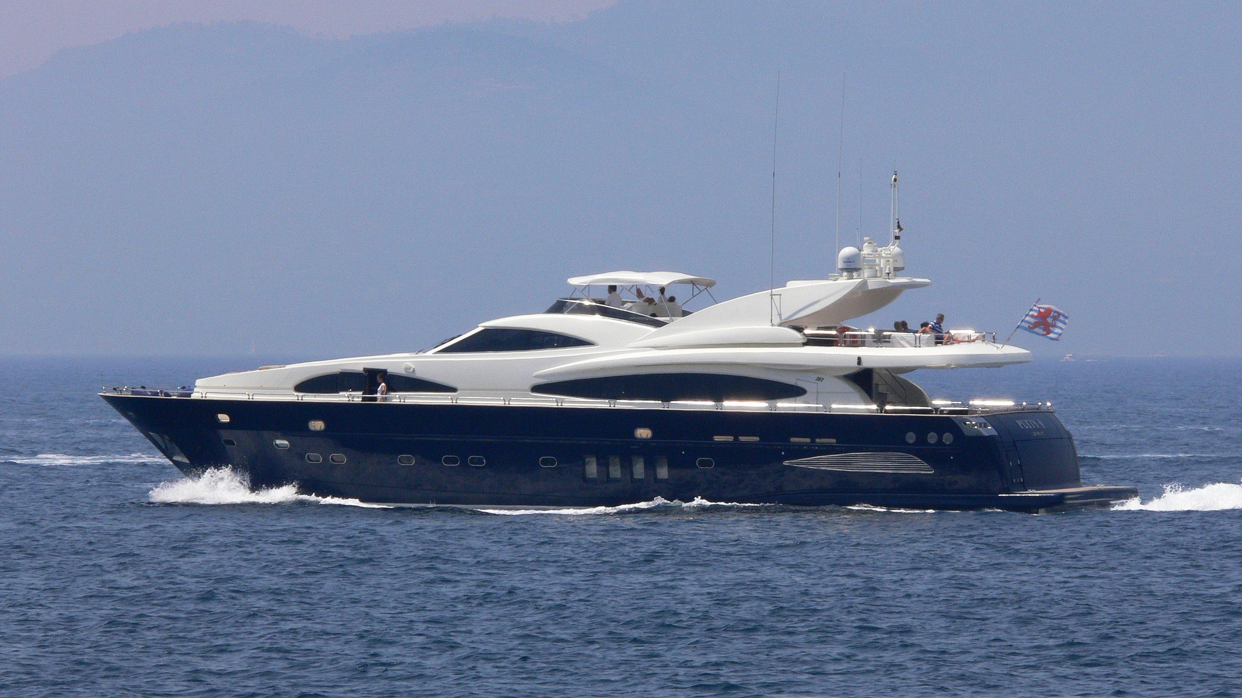 lulu-celtic-dawn-yacht-exterior