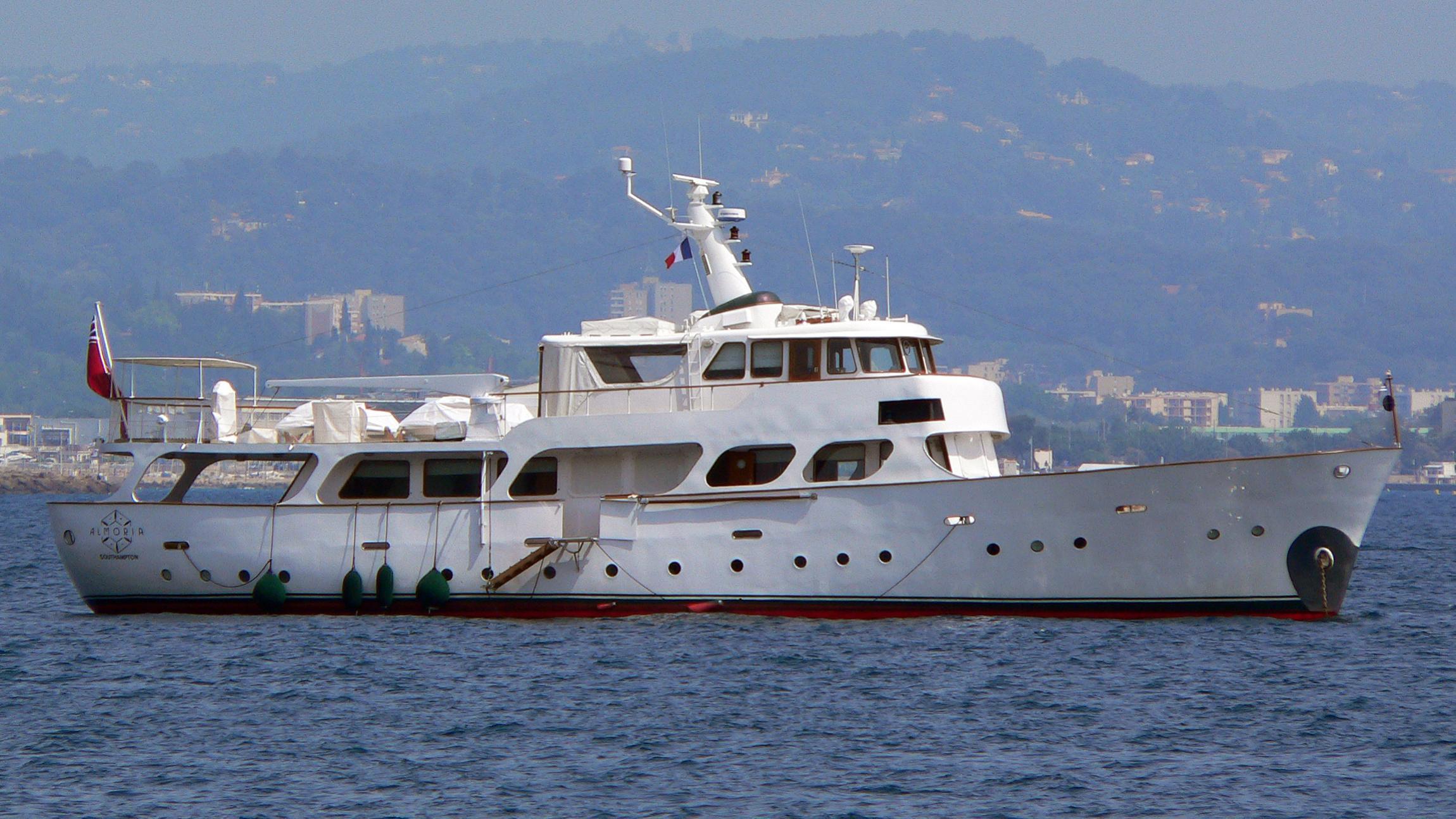 almoria-yacht-exterior