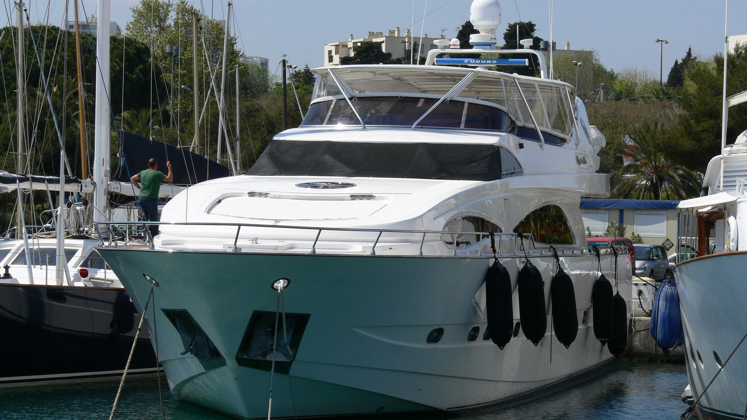 virginia-mia-yacht-exterior