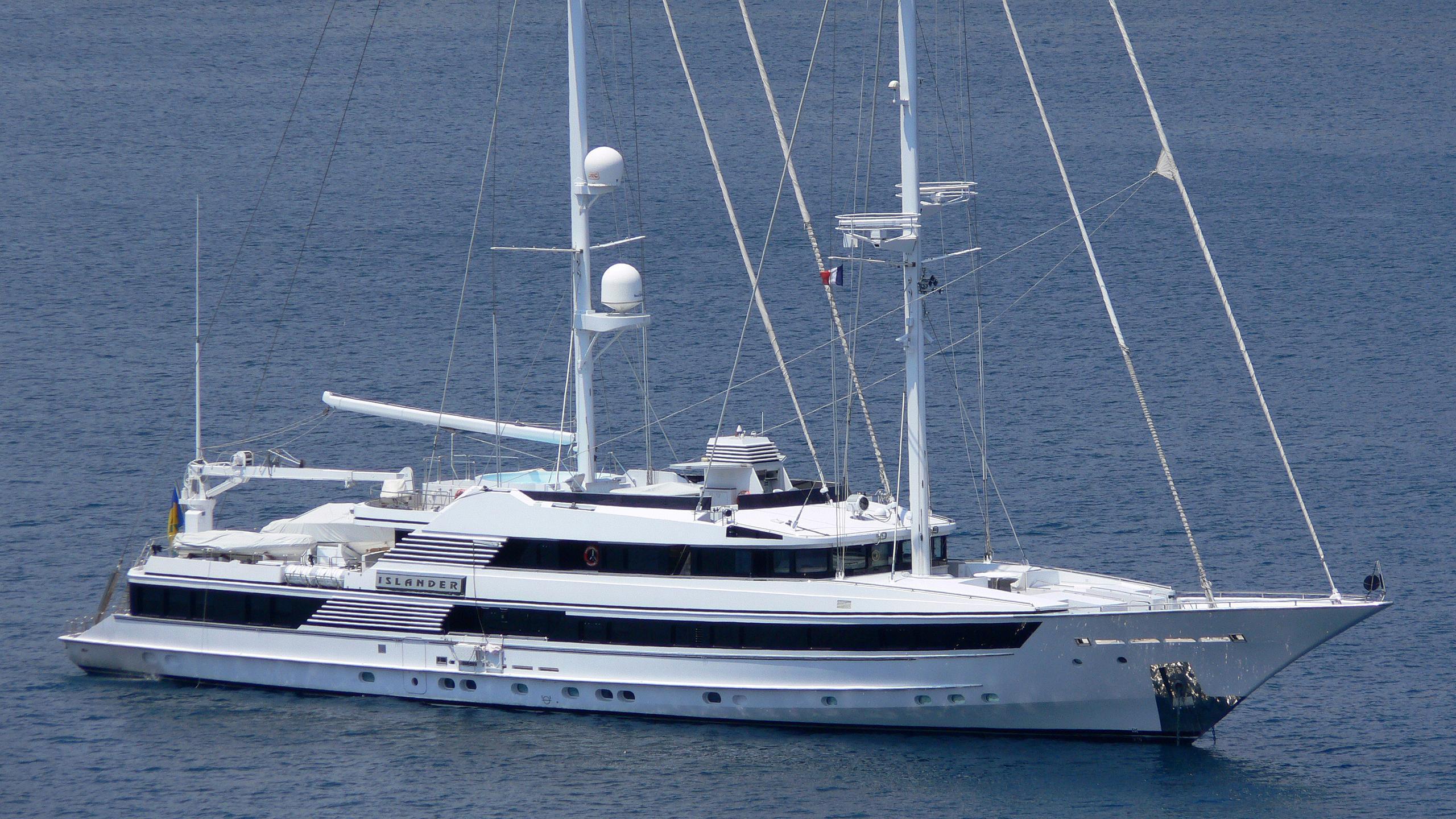 fam-islander-yacht-exterior