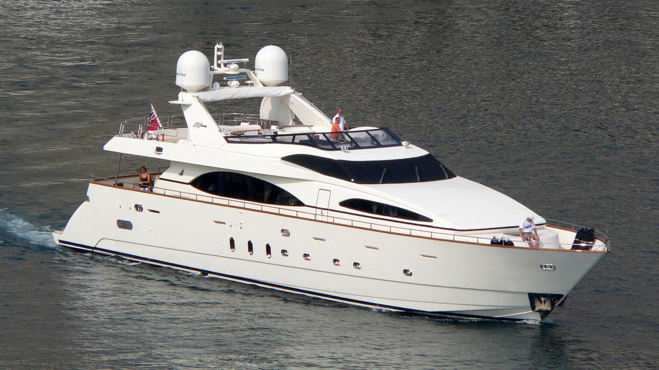 mi-nina-yacht-exterior