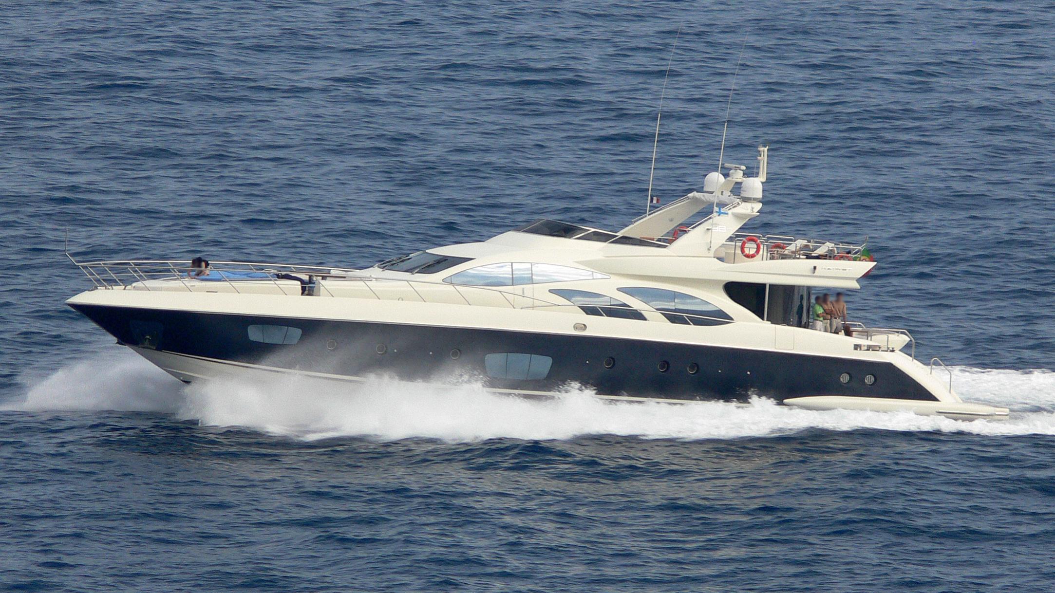 crystal-yacht-exterior