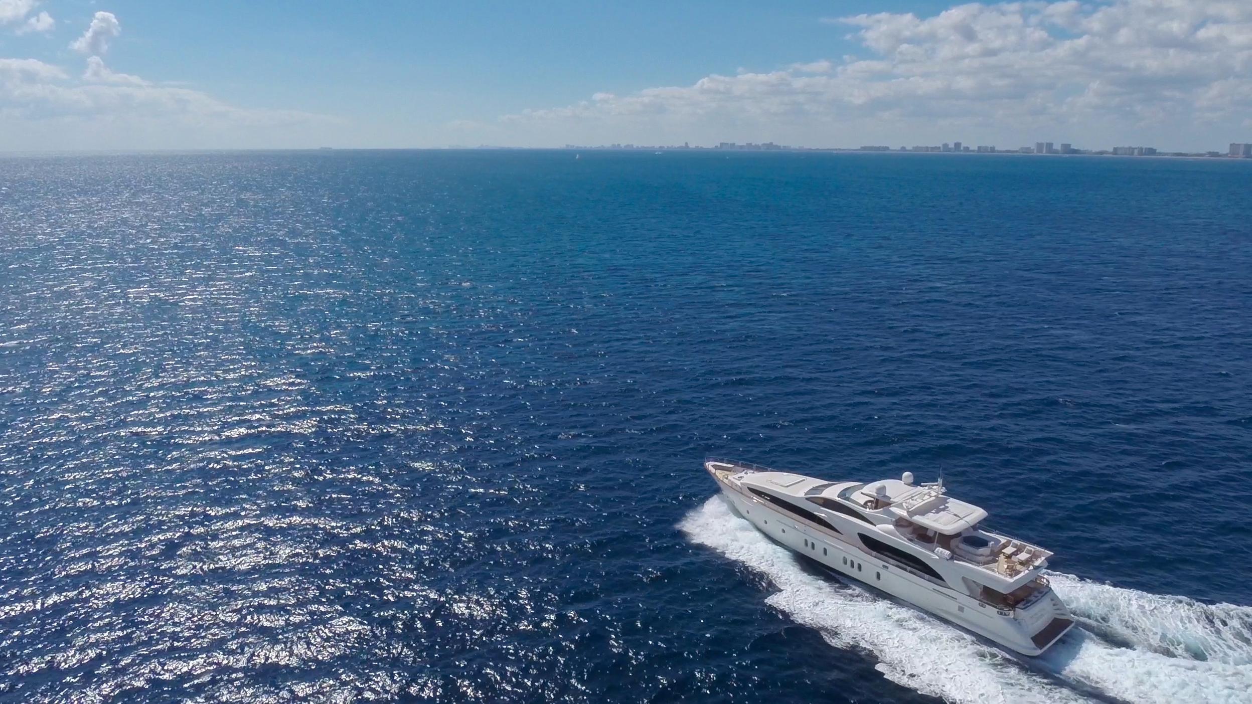happy-hour-yacht-at-sea