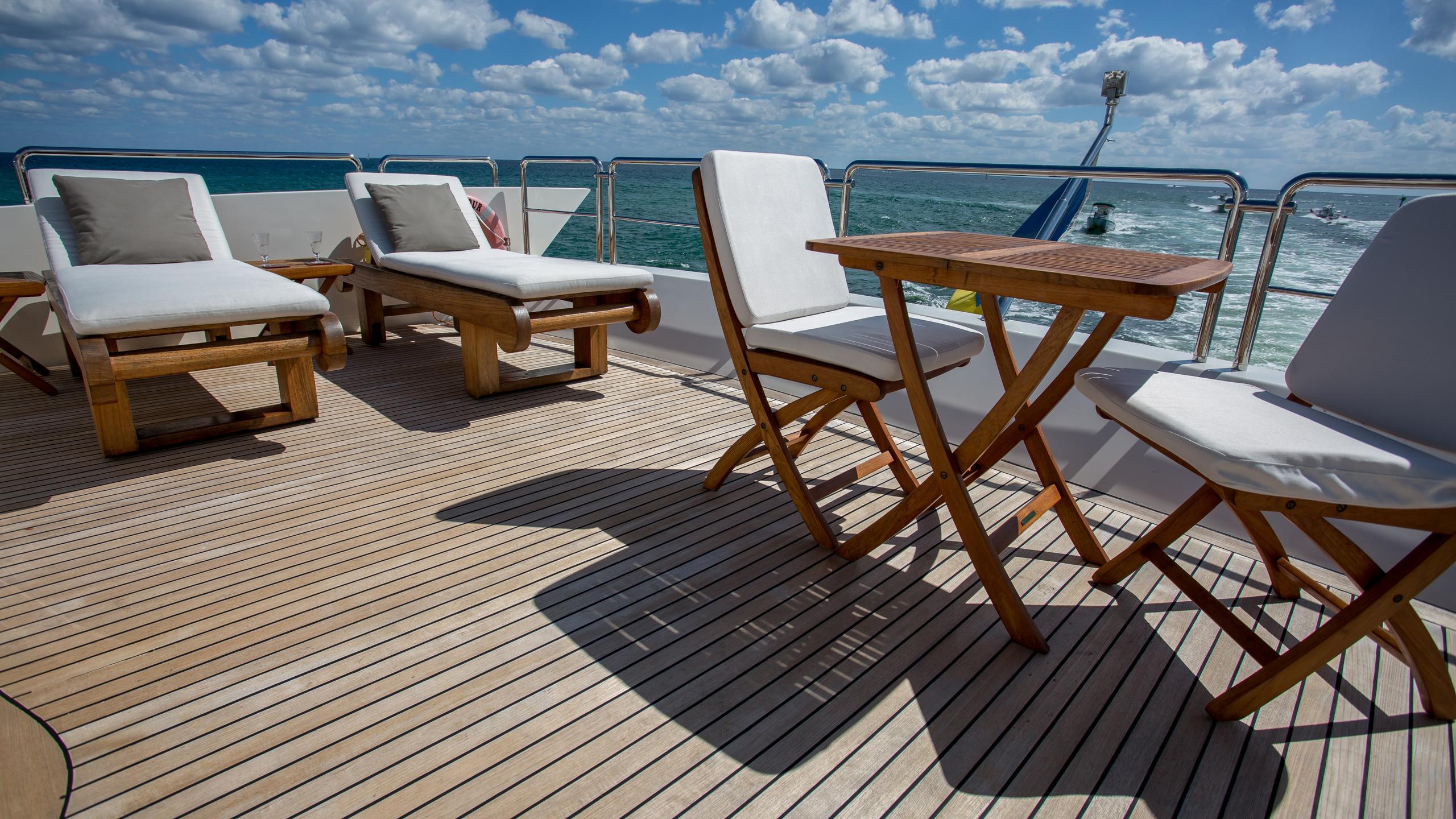 happy-hour-yacht-sun-loungers