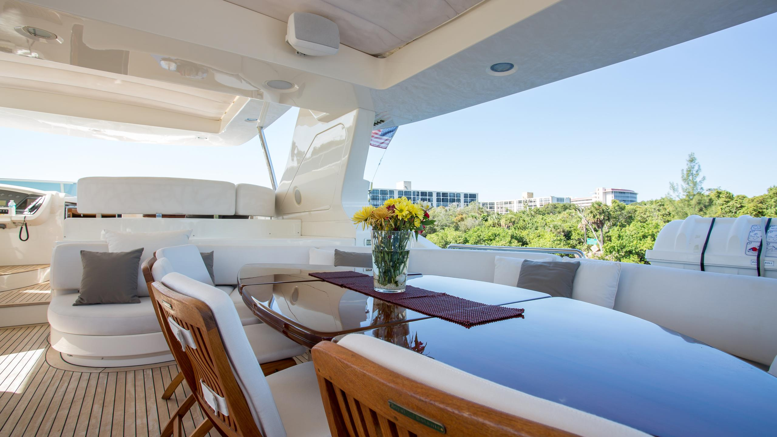 happy-hour-yacht-fly-deck-dining